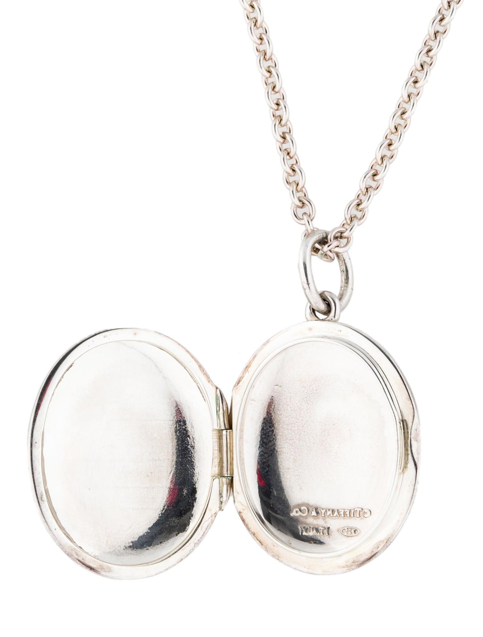 Heart locket in sterling silver, large. Tiffany Co Tiffany locket photo sizer