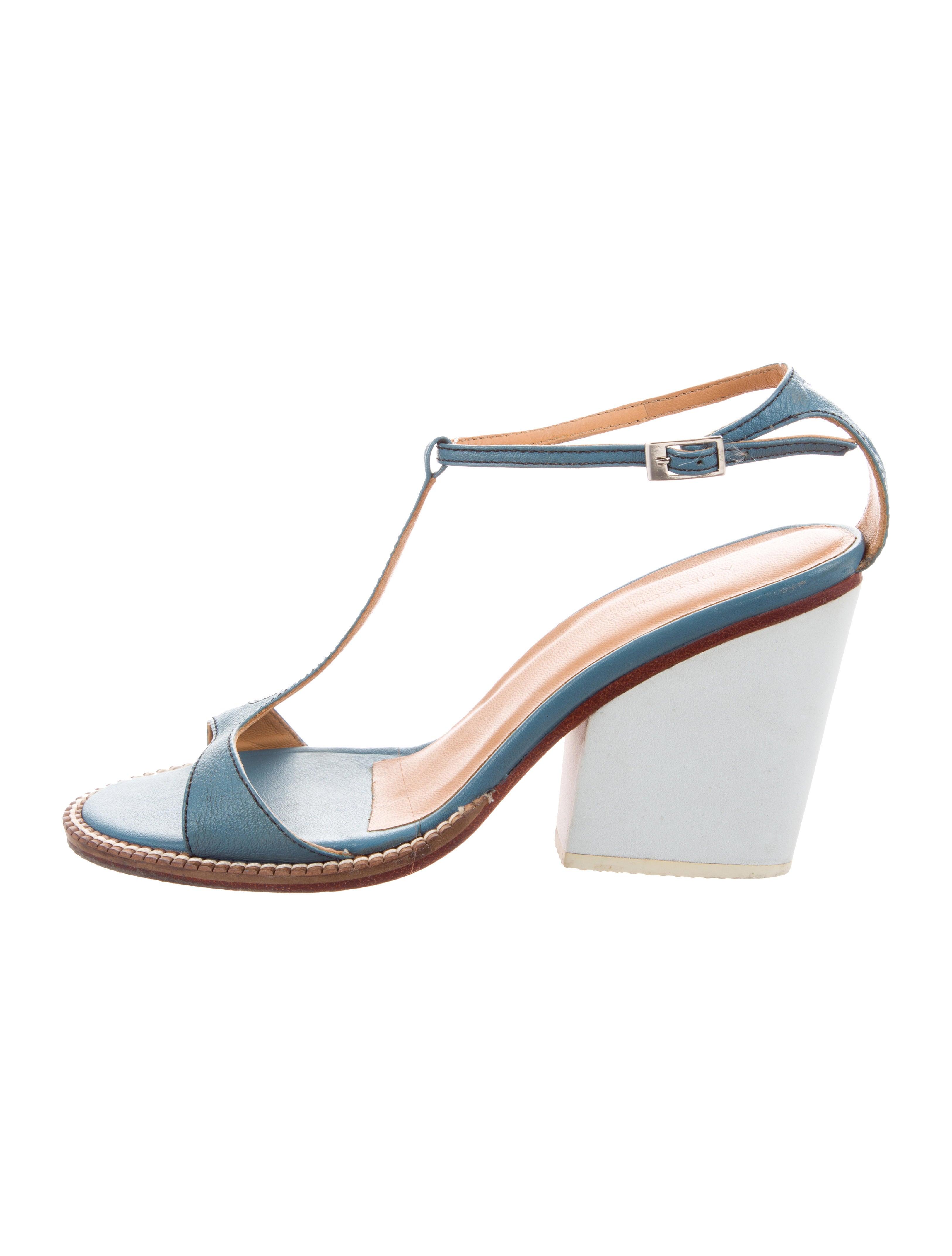 A Détacher Leather T-Strap Sandals outlet shop outlet shop for cheap 2014 unisex free shipping explore amazon footaction 0cNad5ztbe