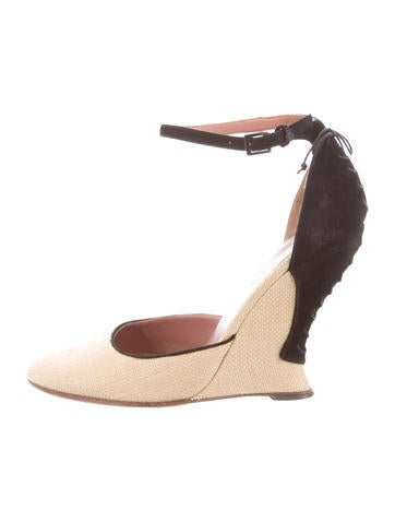 Alaïa Raffia Round-Toe Wedges None