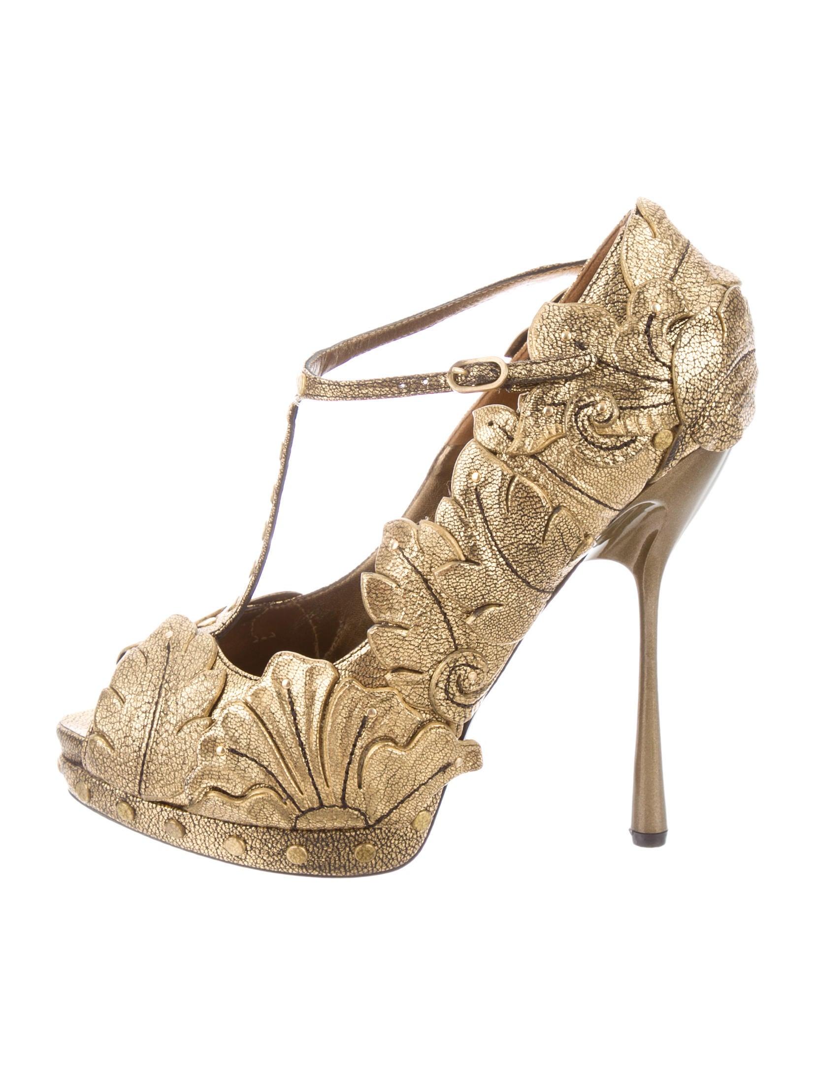 7fe4d68c9a7 Alexander McQueen Gold Leaf Pumps - Shoes - ALE30817