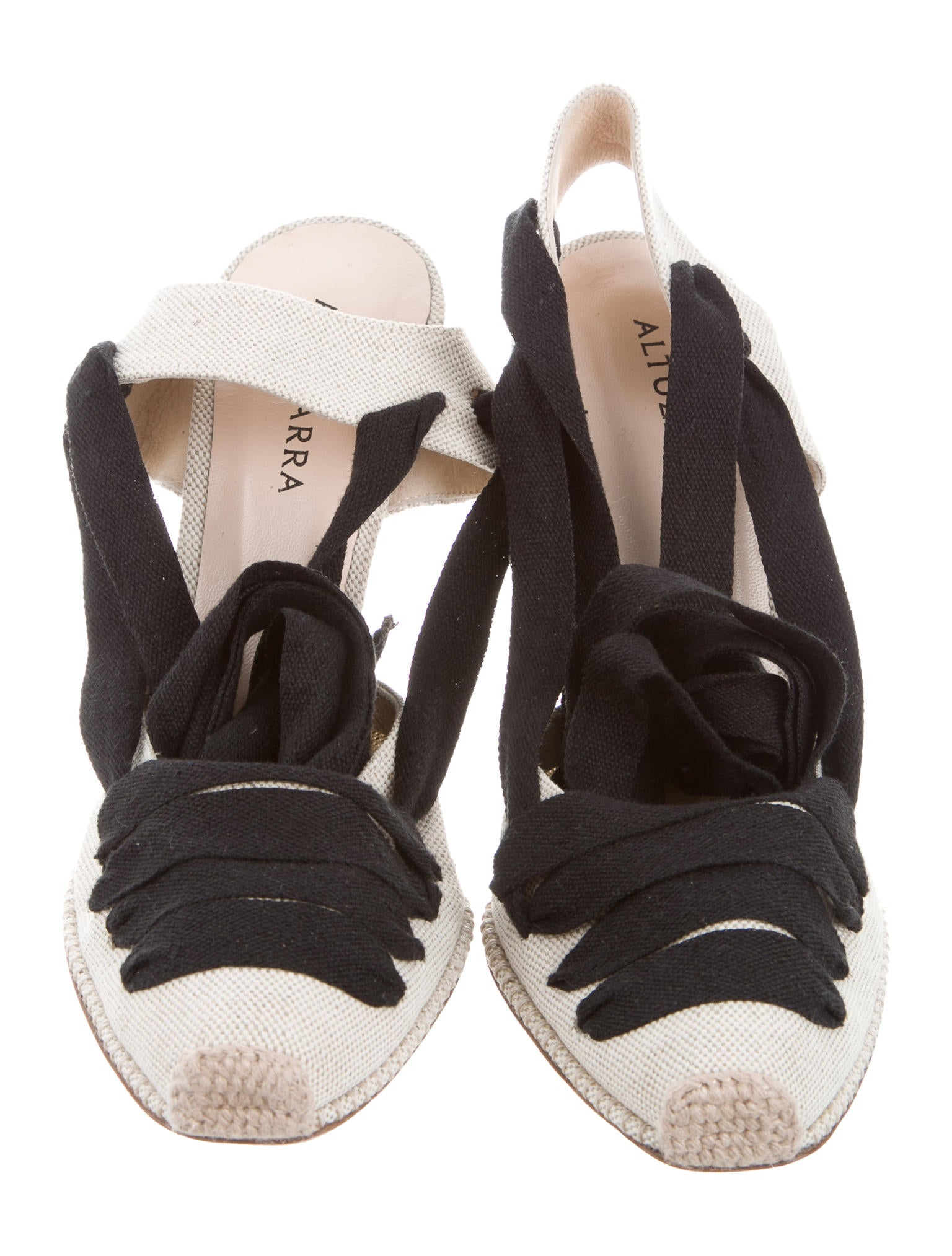 Comfortable casuals are essential to every footwear collection. Fashioned in an all-over black canvas fabric, these pumps feature a lace-up fastening and a white contrast sole complete with a piping design. Combining style and practicality, these timeless pumps are ideal for when you are on the go.