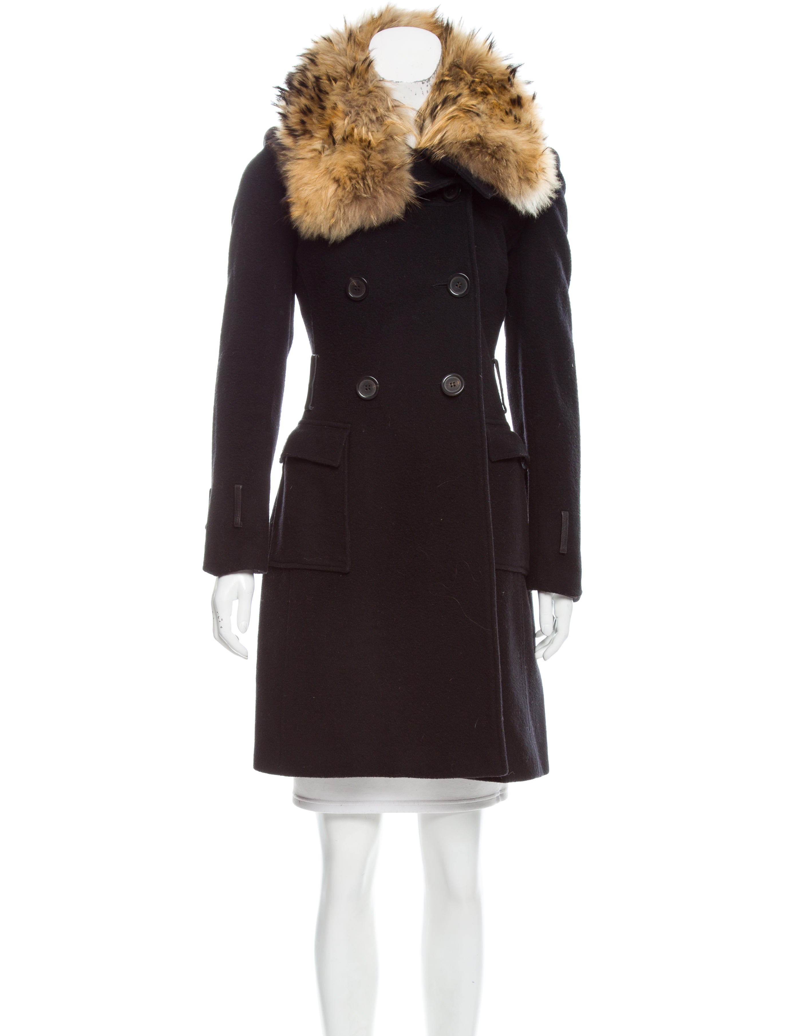 Perhaps a suede coat with fox fur trim or a wool jacket with raccoon fur trim is more your style. Overland takes great pride in carrying an array of women's fur-trimmed coats to meet every need. Remember to shop our alpaca wool capes with fox fur trim, microfiber coats with fur trim, and lambskin leather jackets with coyote fur trim.