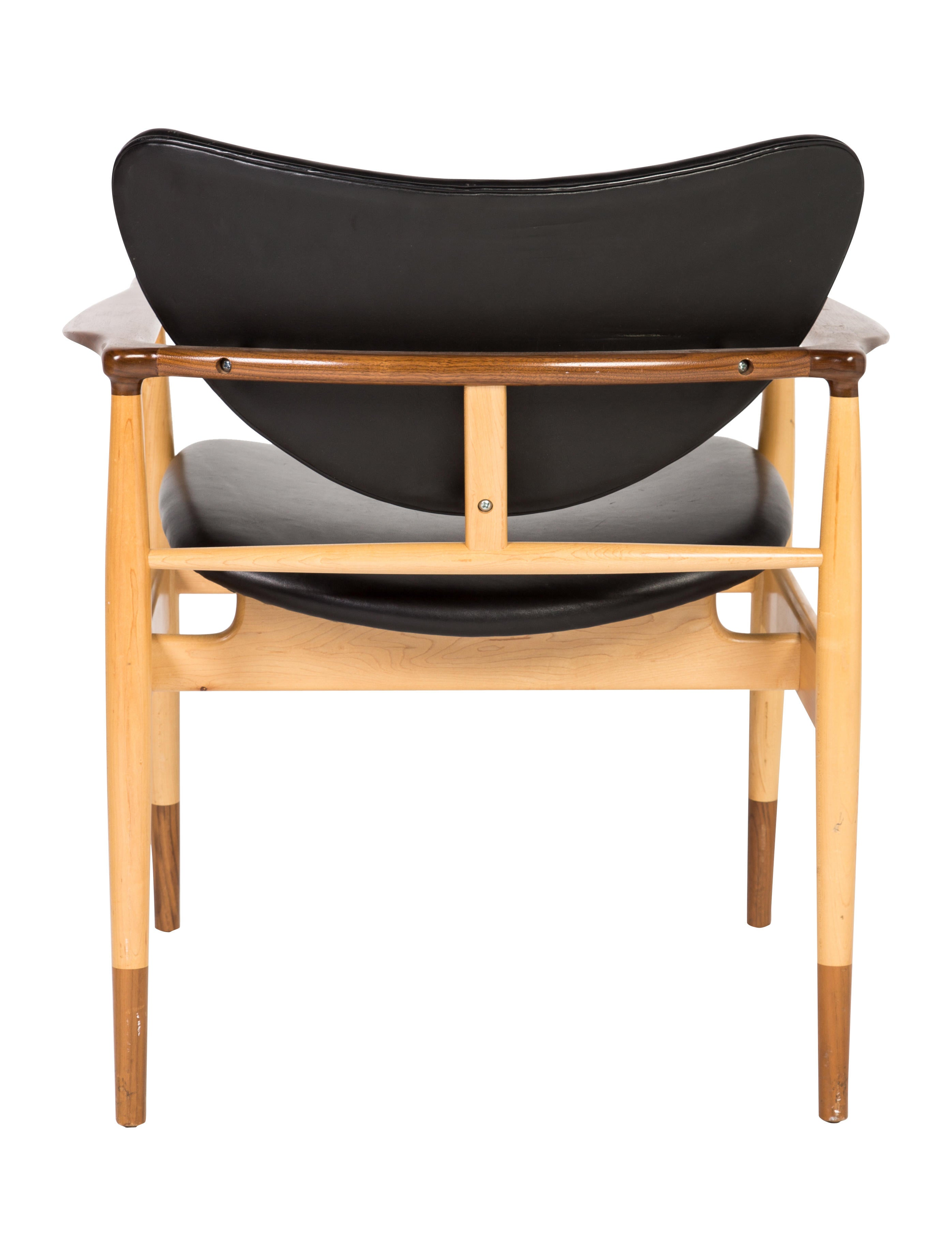 Baker Leather LJ 48 Accent Chairs Furniture BAKER20031  : BAKER200314enlarged from www.therealreal.com size 2792 x 3683 jpeg 372kB