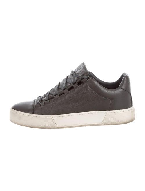 Balenciaga Cap-Toe Low-Top Sneakers Gris - image 1