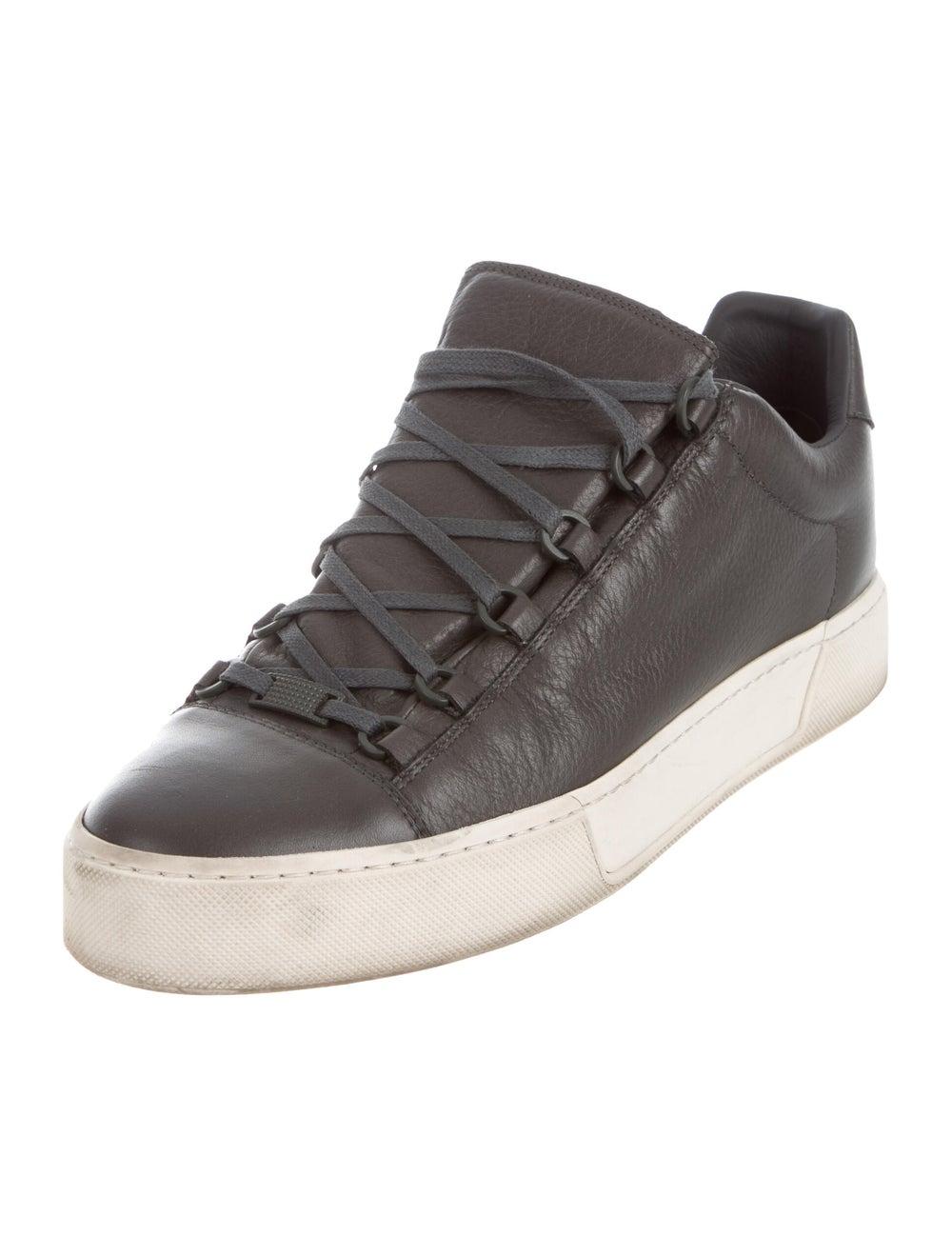 Balenciaga Cap-Toe Low-Top Sneakers Gris - image 2