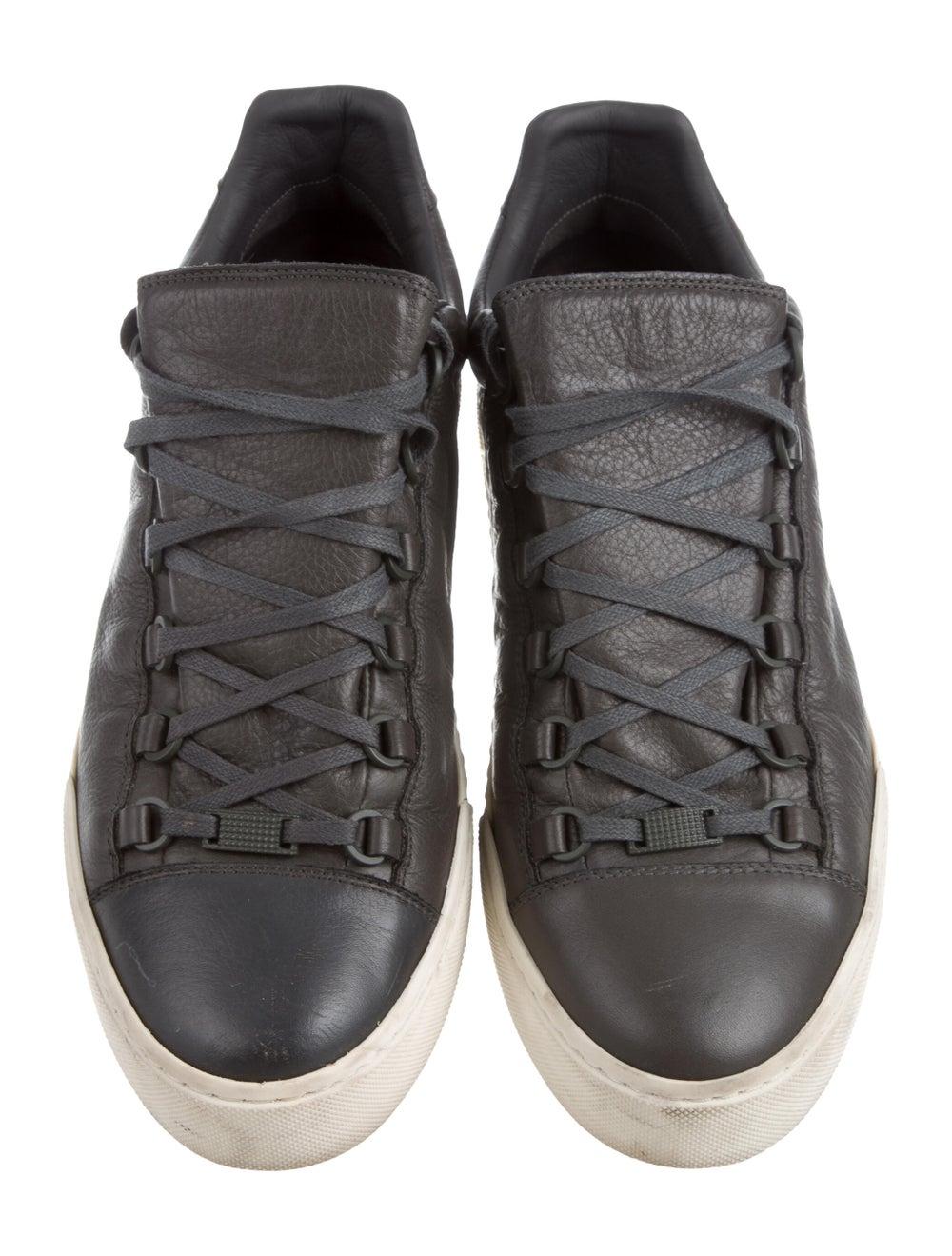 Balenciaga Cap-Toe Low-Top Sneakers Gris - image 3