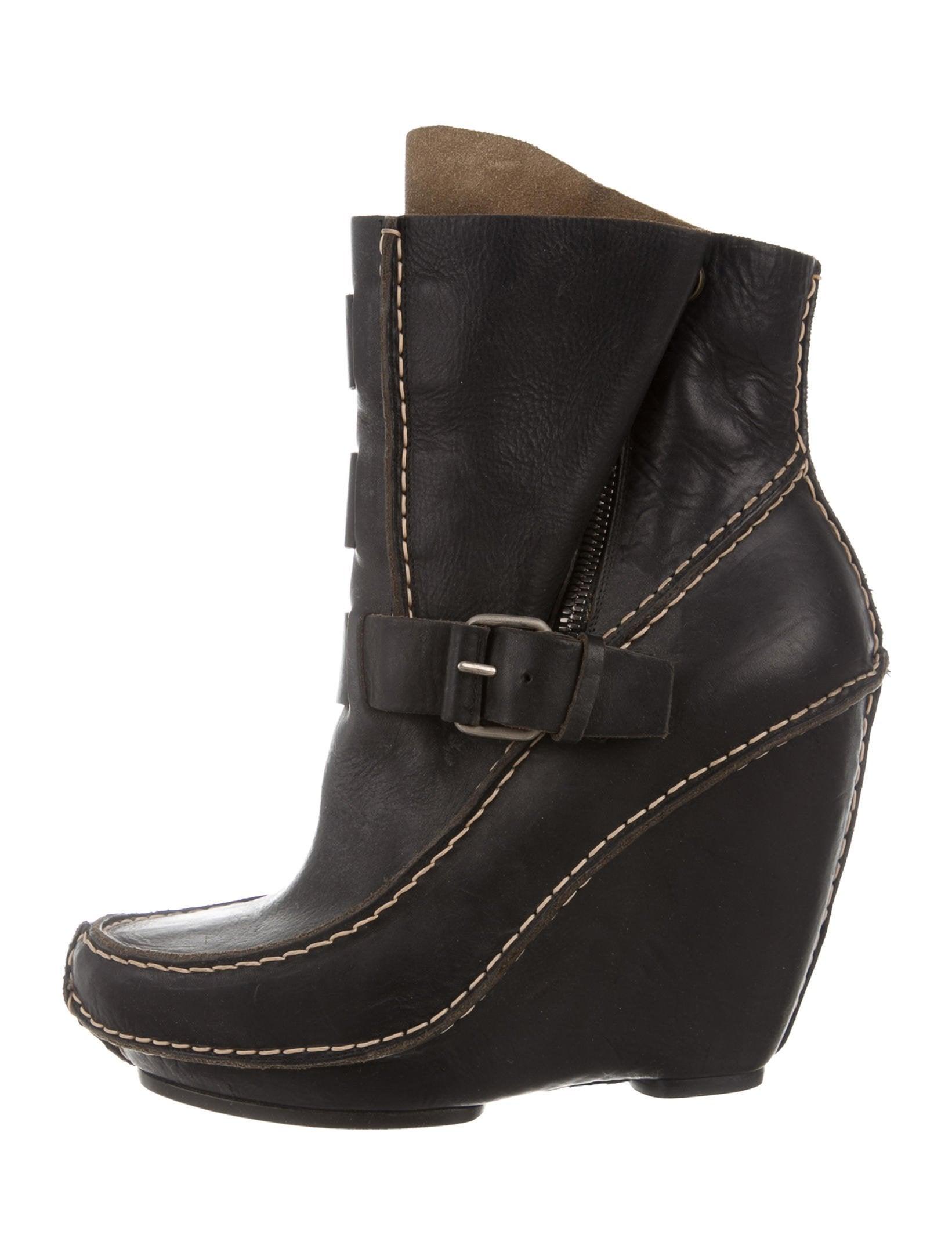 Shop all wedge booties at AKIRA. Find top brands like TOMS shoes, in the latest styles. Free shipping on orders $50+.