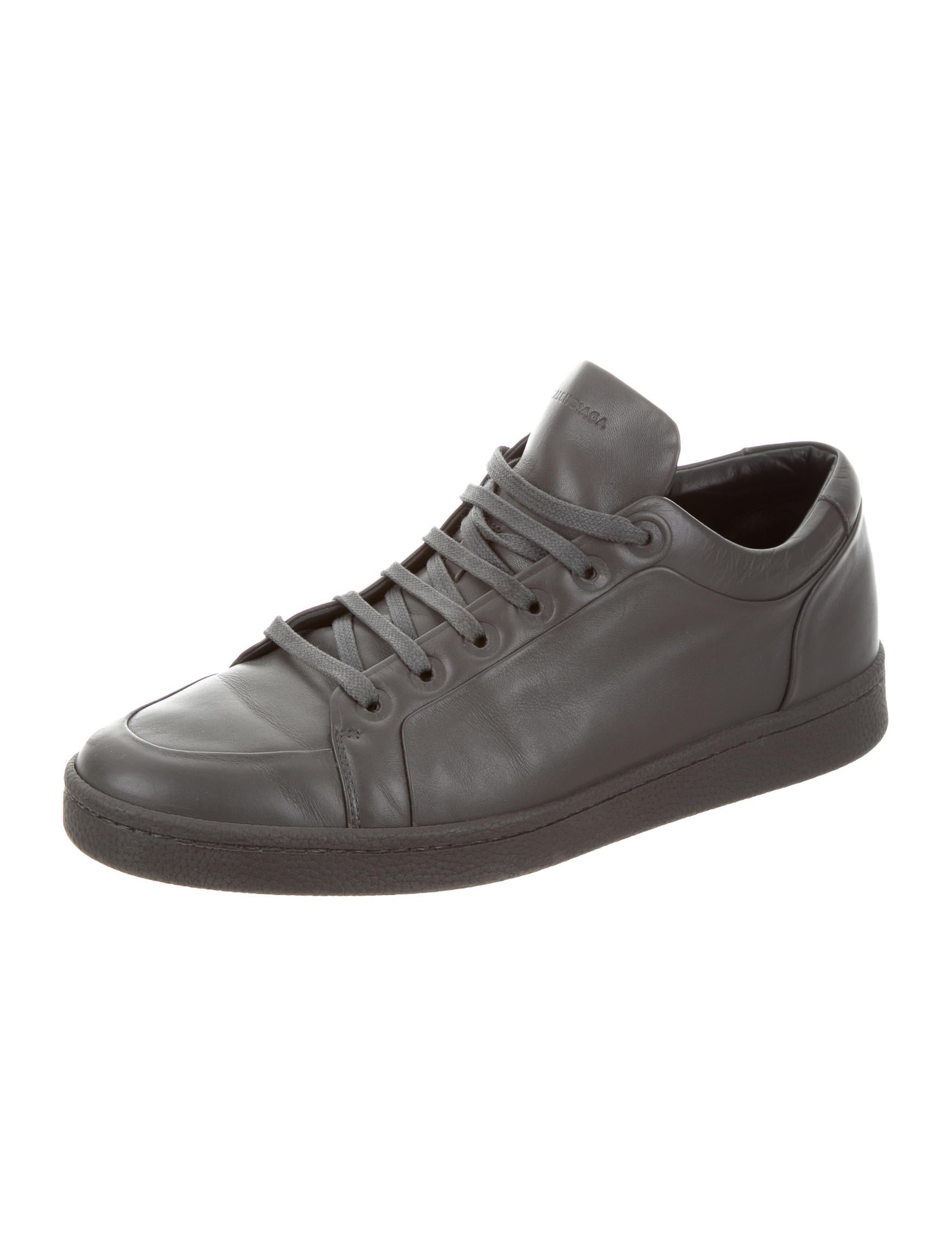 balenciaga leather low top sneakers shoes bal50135 the realreal. Black Bedroom Furniture Sets. Home Design Ideas