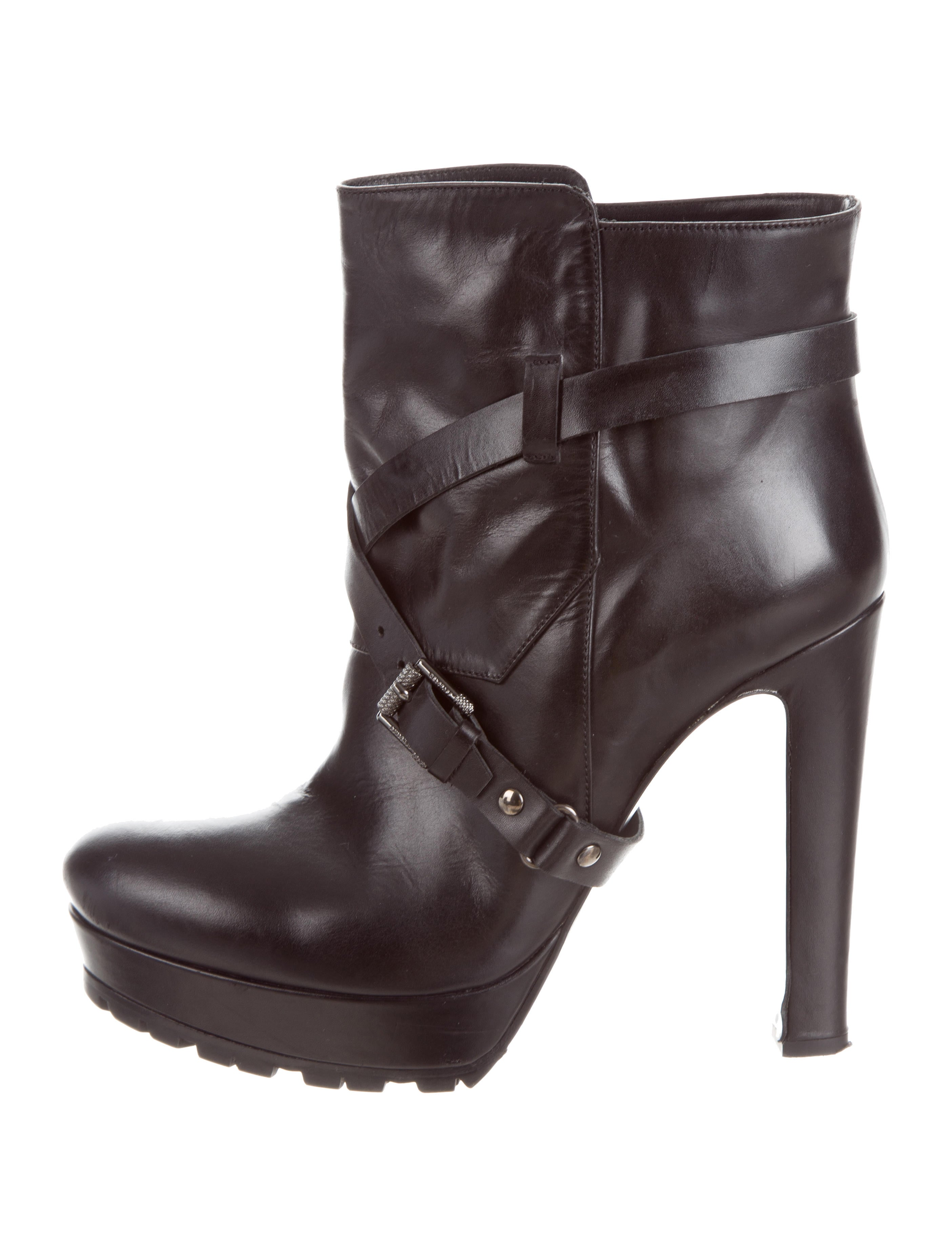 Shop for Lace Up Platform Short Boots in ARMY GREEN EU 36 of Boots and check + hottest styles at TOPVOP. A site with wide selection of trendy fashion style women's clothing, especially swimwear in all kinds which costs at an affordable price.