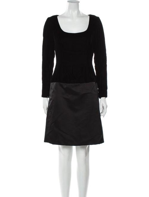 Bill Blass Scoop Neck Knee-Length Dress Black