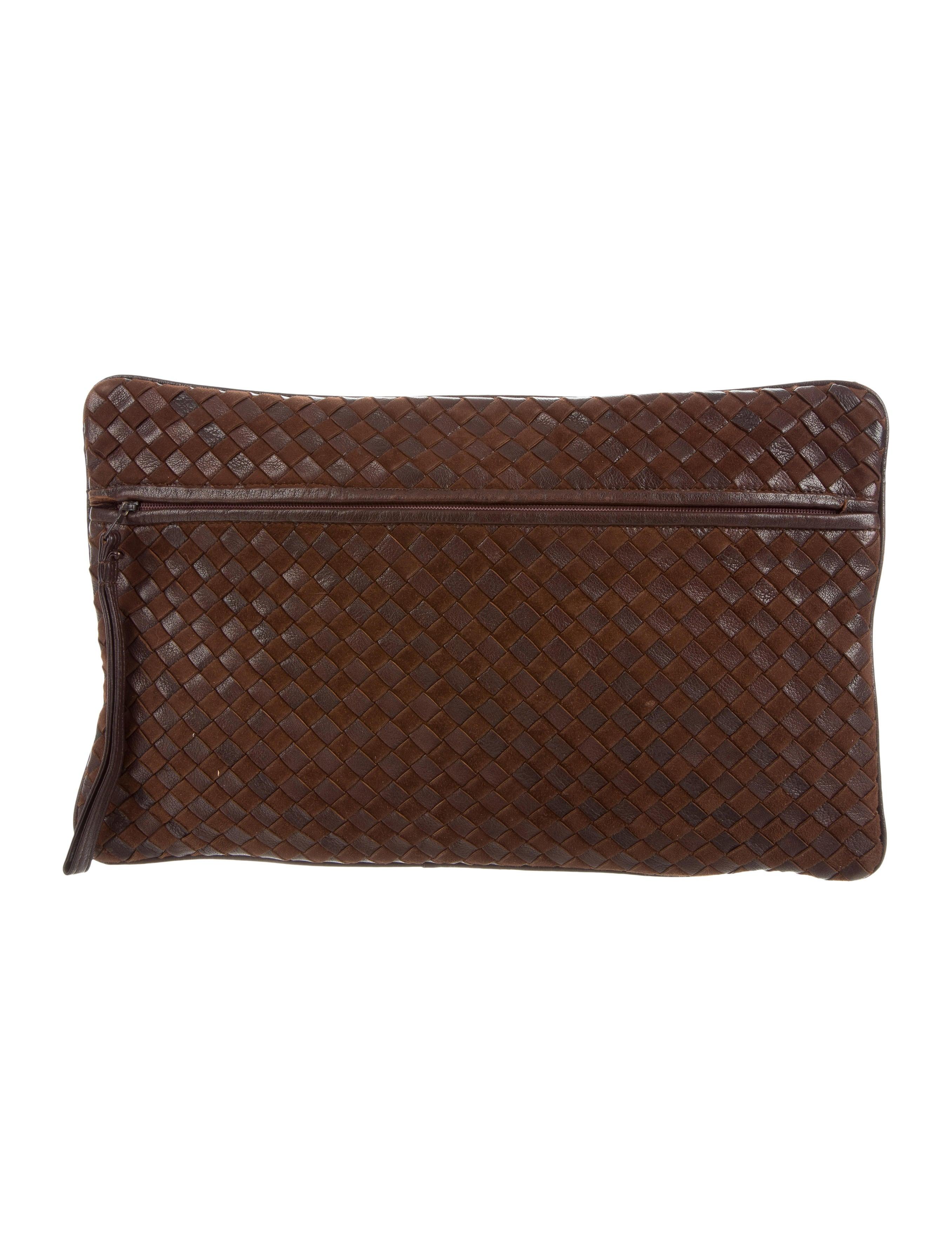 bottega veneta large intrecciato clutch handbags bot46915 the realreal. Black Bedroom Furniture Sets. Home Design Ideas