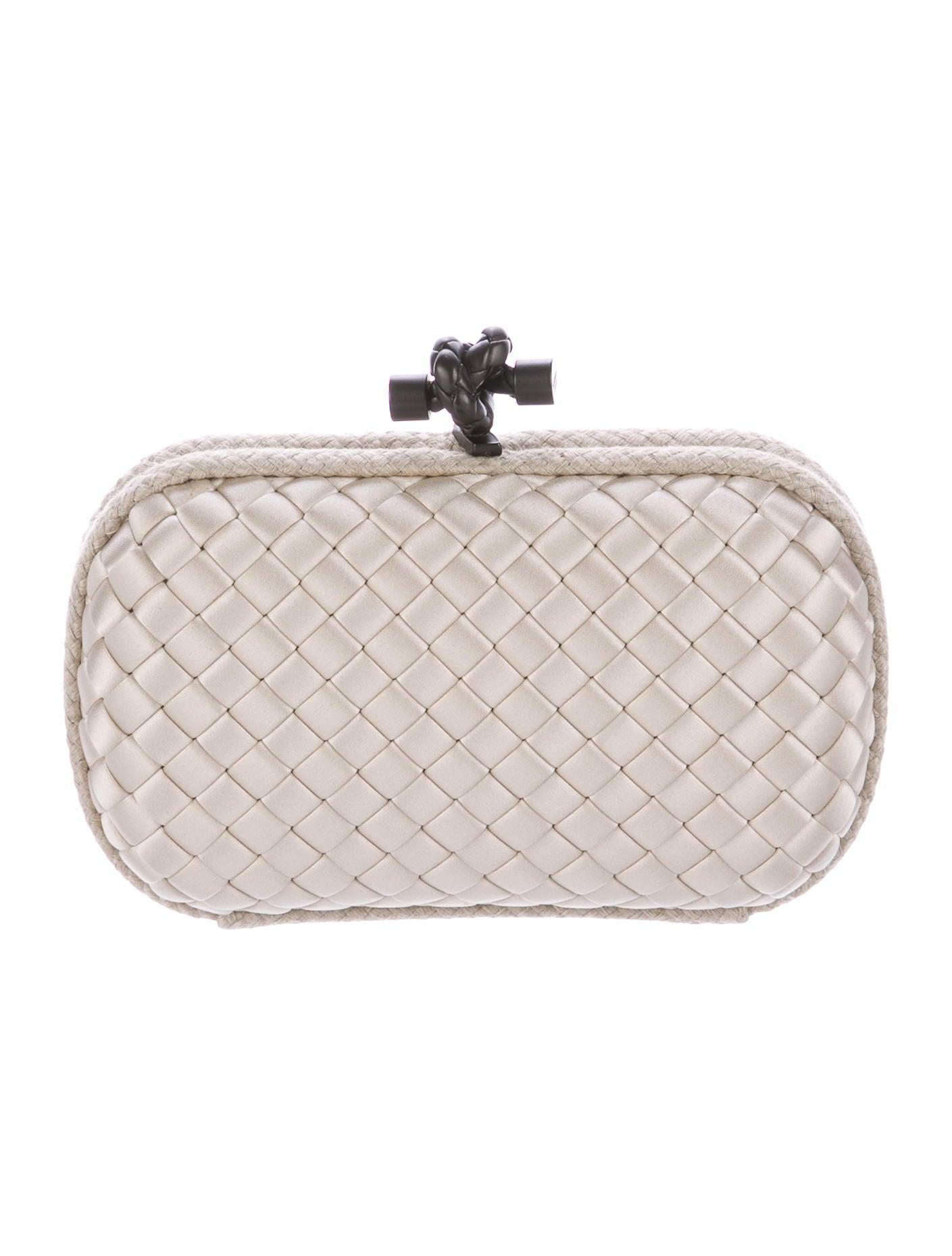 bottega veneta intrecciato knot clutch handbags bot47108 the realreal. Black Bedroom Furniture Sets. Home Design Ideas