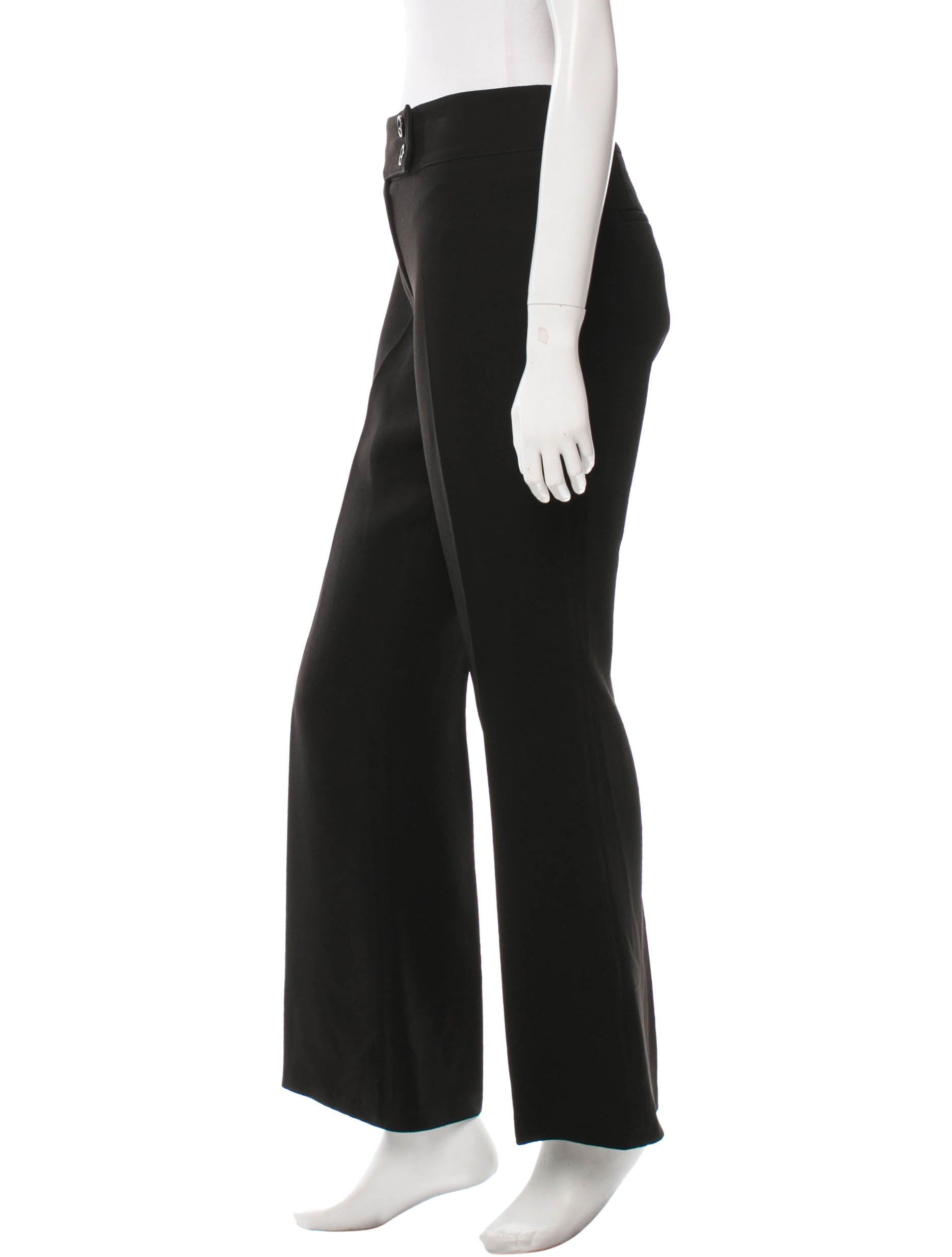 Men's Wide Leg Pants Explore the fantastic collection of men's wide leg pants at Farfetch and put the finishing touches to your off-duty line-up. Discover an incredible array of fashion-forward styles, from men's culottes to flared apron pants for a quirky twist on everyday dressing.