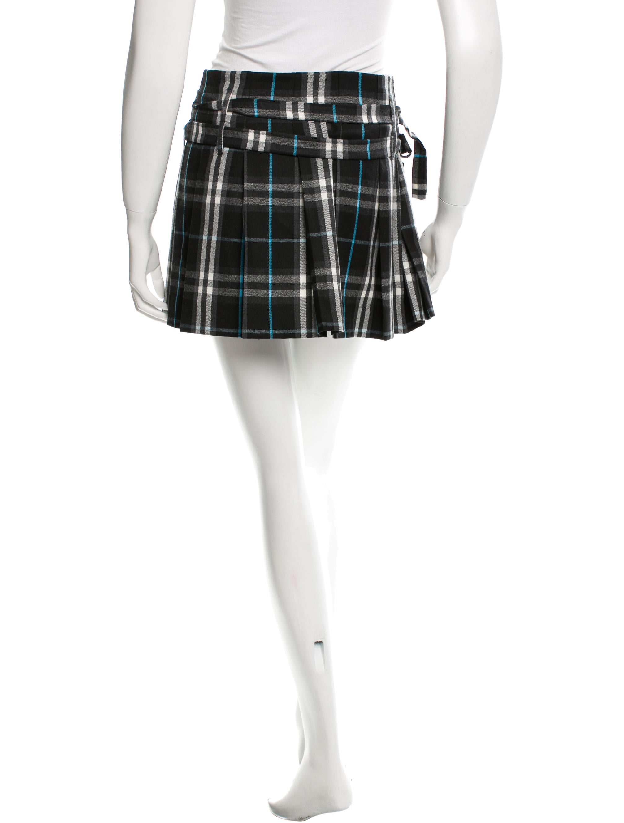 Available in tartan wool or PV material for wash-and-wear ease. Shop for All Your Celtic Fashion at USA Kilts! USA Kilts proudly offers a wide range of unique and custom-made items for gaelic women ranging from handbags and purses to sweaters and shawls to mini kilts and kilted skirts.
