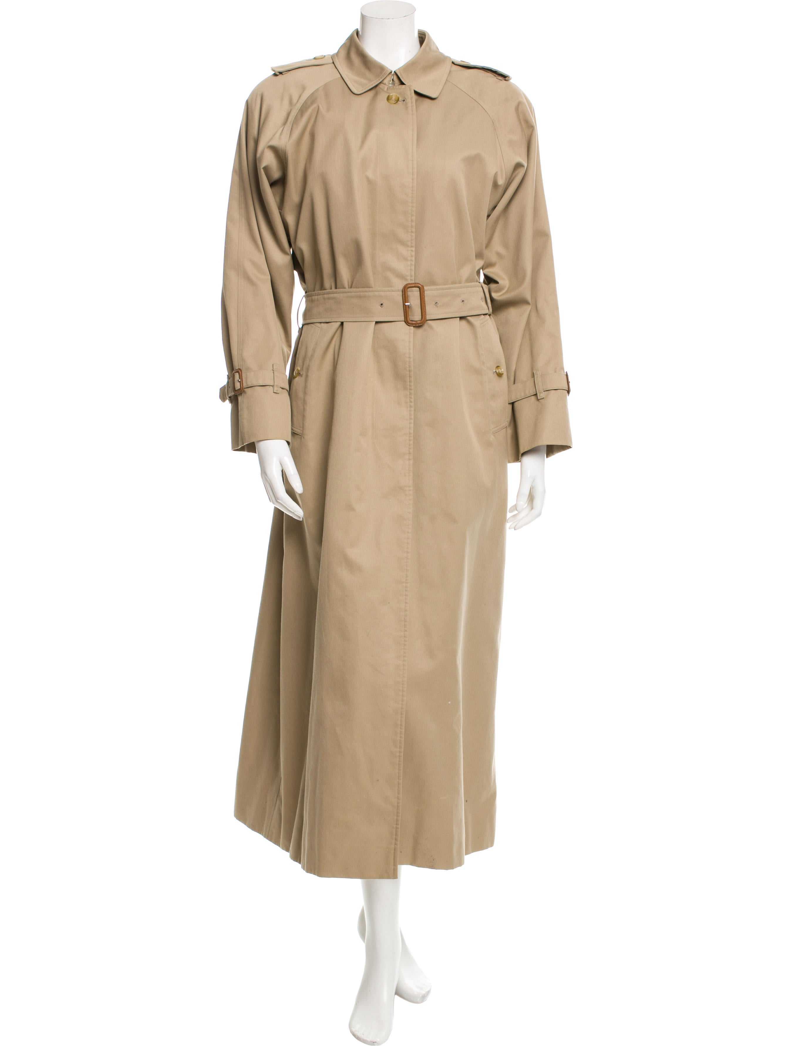 Elegant Women's Trench Coats and Raincoats Macs and trench coats are timeless pieces that are always on trend. Have a look at our selection of shower proof trench coats to keep you dry in those British showers, or opt for a bold, brightly-coloured piece and stand out from the crowd.