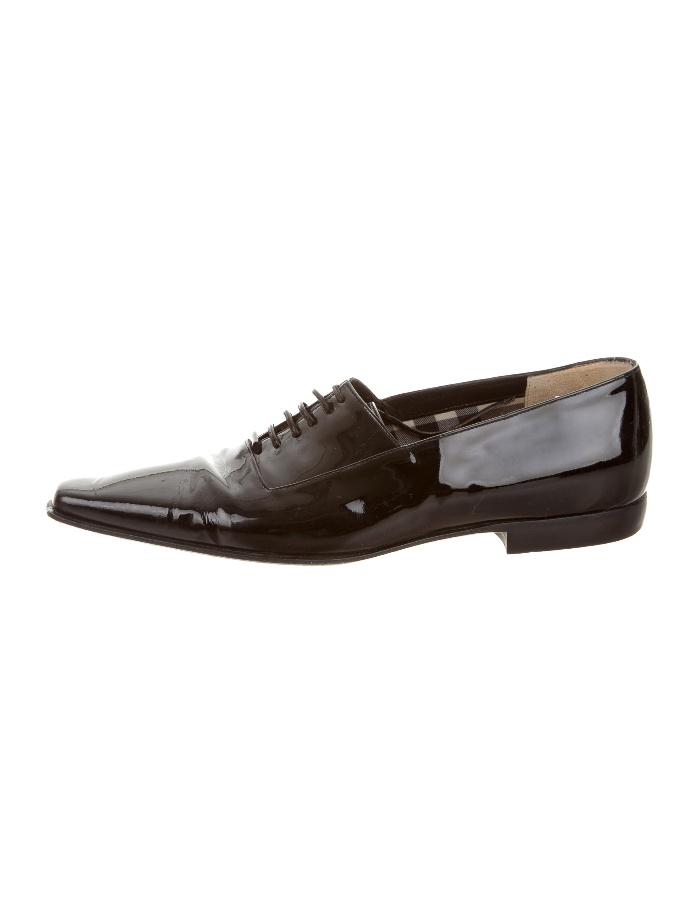 0 Review(s) Smart shoes are crucial to making a refined impression, so put your best foot forward in these debonair oxfords. Flawlessly constructed from high-shine metallic patent-leather, this pair has smooth linings and robust soles, ensuring longevity.