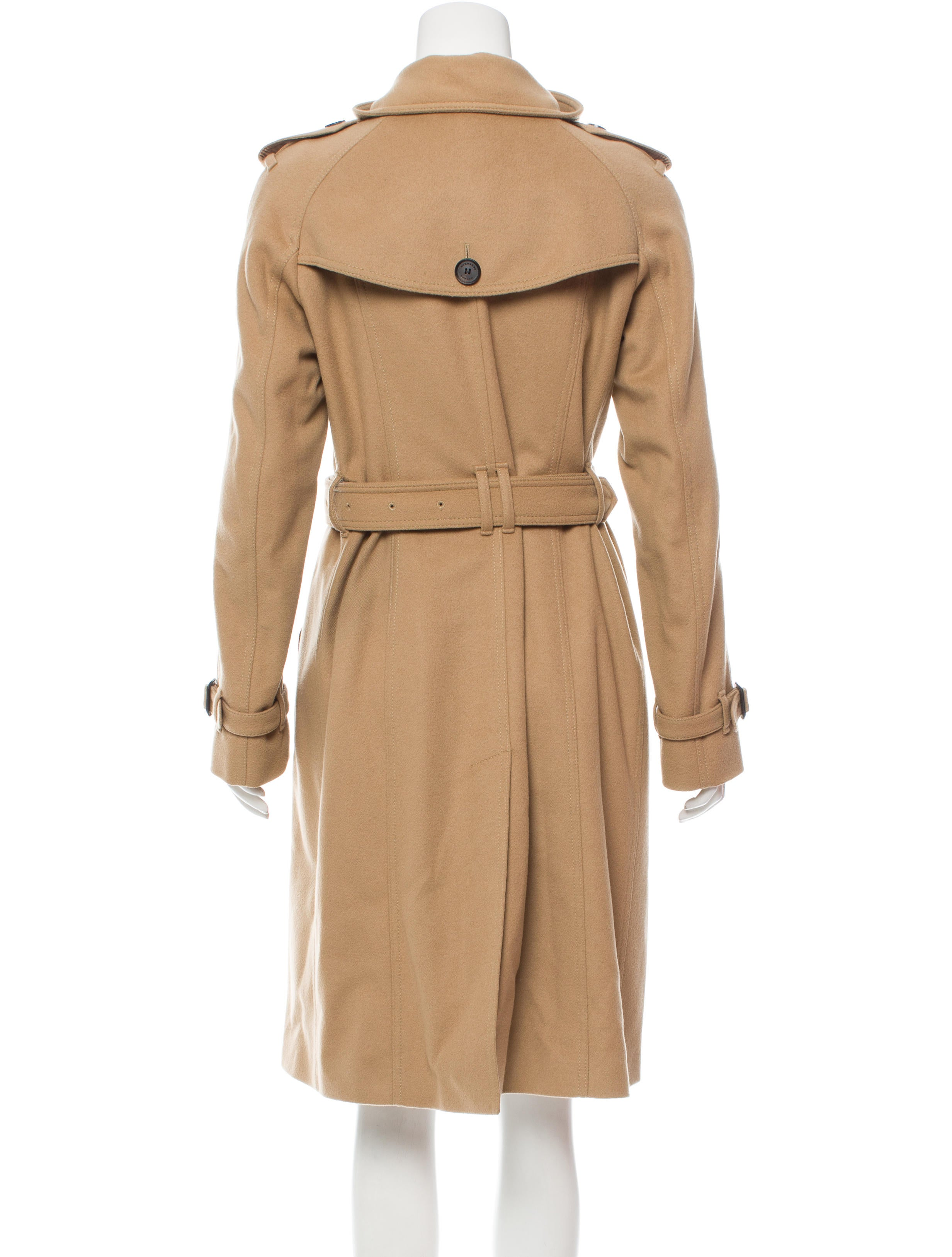 Want to add a timeless quality to your wardrobe? Take a look at London Fog's women's trench coats. Versatile enough to wear with a sexy black dress and heels or your weekend t-shirt and worn-out jeans, our signature long and short trench coats for women are elegant, refined and will keep you looking your best no matter the weather.