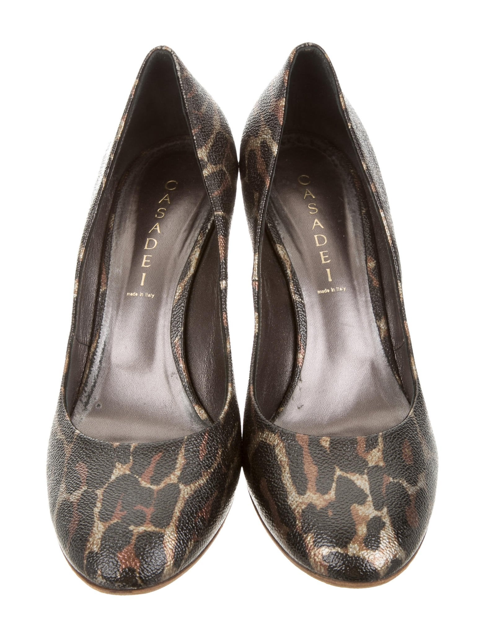 Christian Louboutin Women Pumps: Discover the latest Women Pumps collection available at Christian Louboutin Online Boutique.
