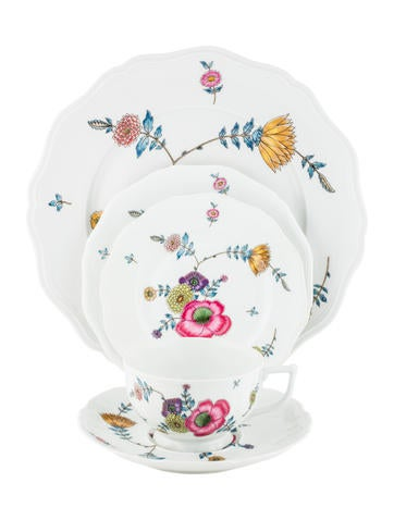 Céralene A. Raynaud Limoges 40-Piece Anemones Dinner Service None