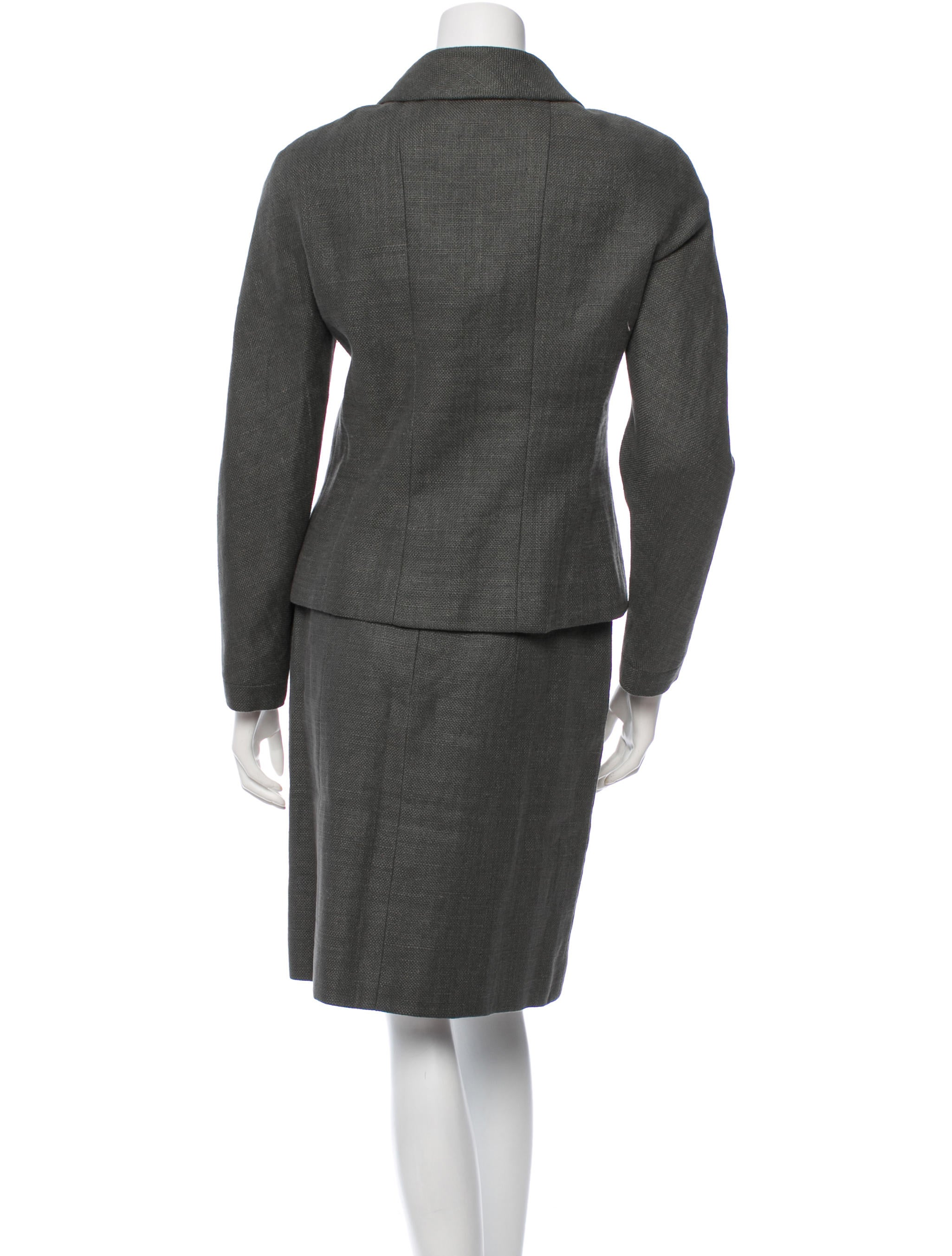 Our wide selection of skirts includes A-line skirts, pencil skirts, denim skirts and more, in long, mid-length and short styles. Our women's suits and suiting separates include blazers, dresses and skirts with endless mix-and-match possibilities to help you take your career wardrobe to new heights.