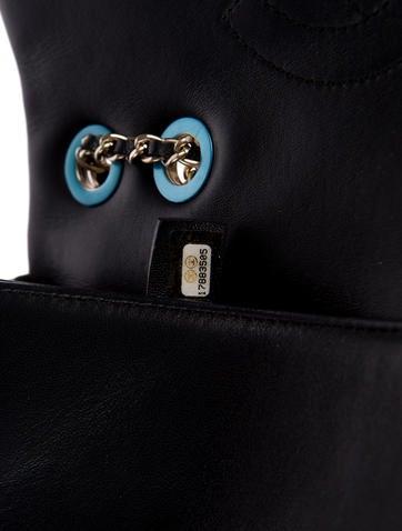 Graphic Medium Flap Bag