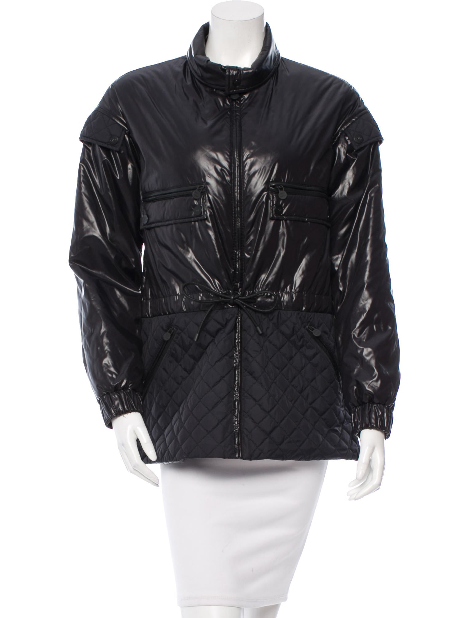 Women's Padded Jackets & Coats When temperatures dip and it's time to wrap up against the elements, Tommy Hilfiger's latest collection of women's padded coats will help you keep warm in style. Our iconic women's puffer coat is just the thing to help you face the cold winter months.