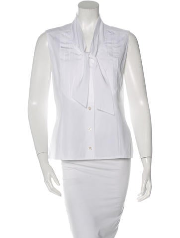 Chanel Sleeveless Pleated Top None