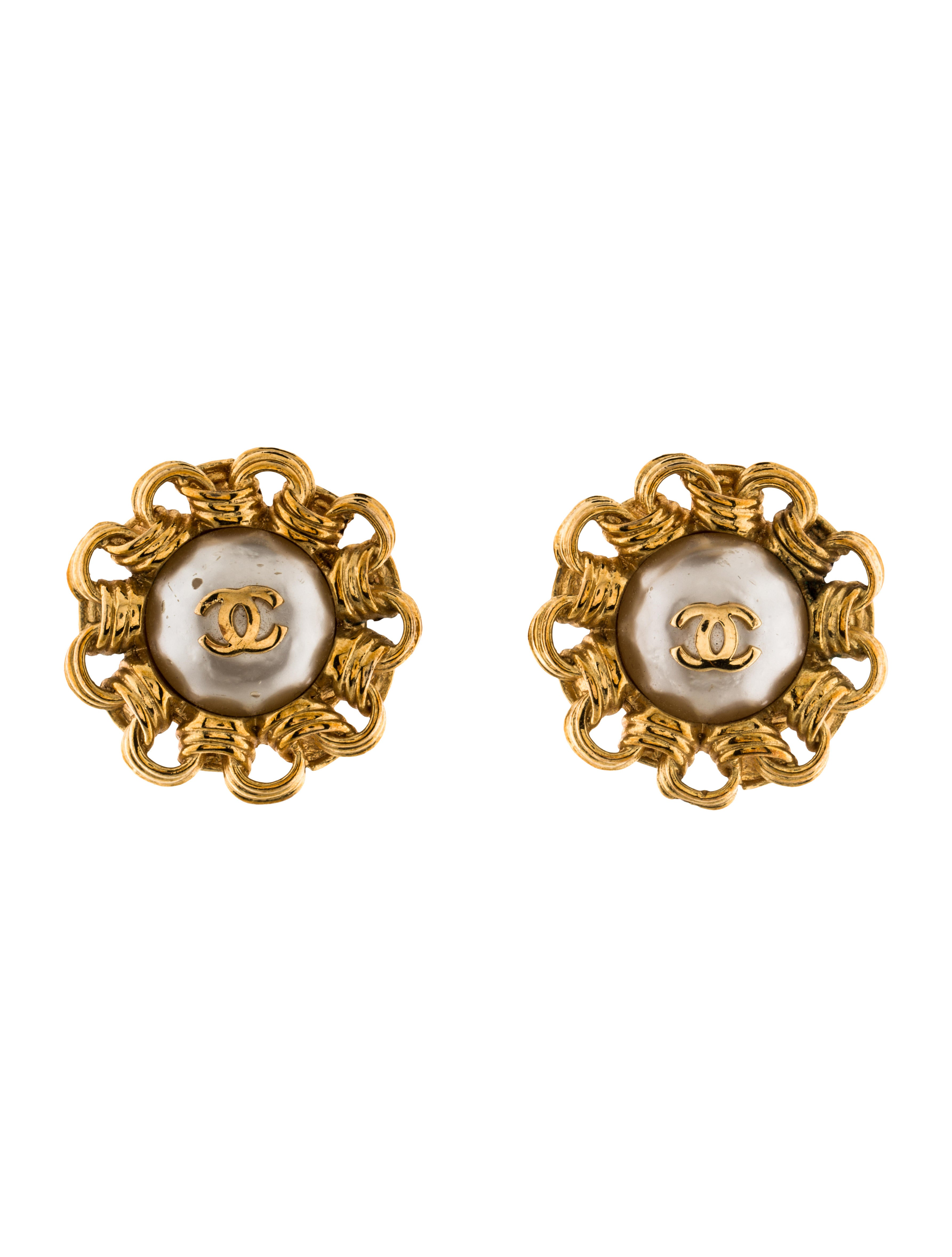 chanel cc pearl clip on earrings earrings cha137405. Black Bedroom Furniture Sets. Home Design Ideas