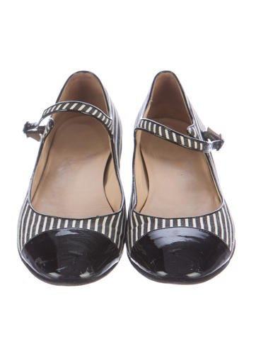 Cap-Toe Mary Jane Flats