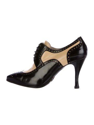 Chanel Leather Oxford Booties None
