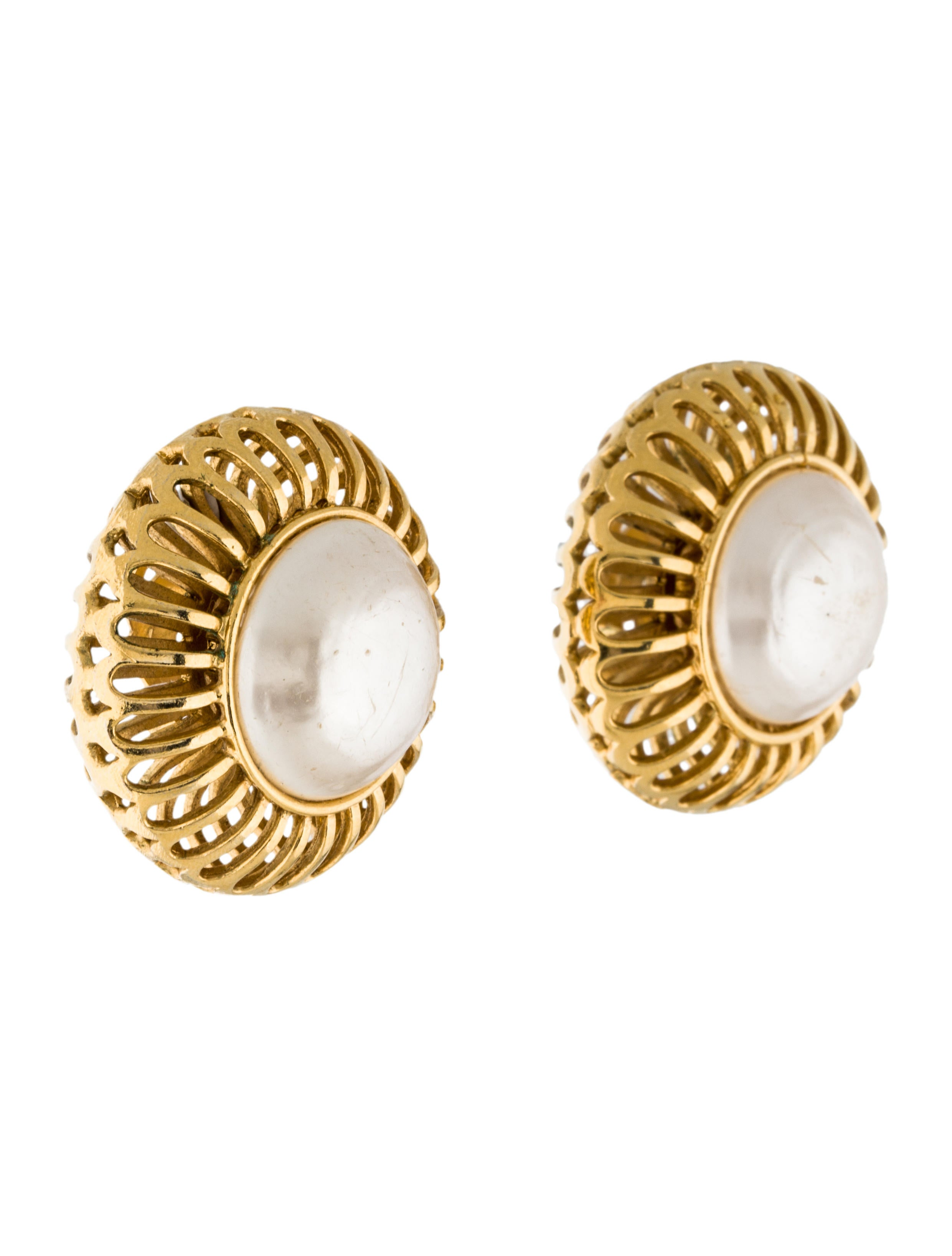 chanel large pearl clip on earrings earrings cha151110. Black Bedroom Furniture Sets. Home Design Ideas