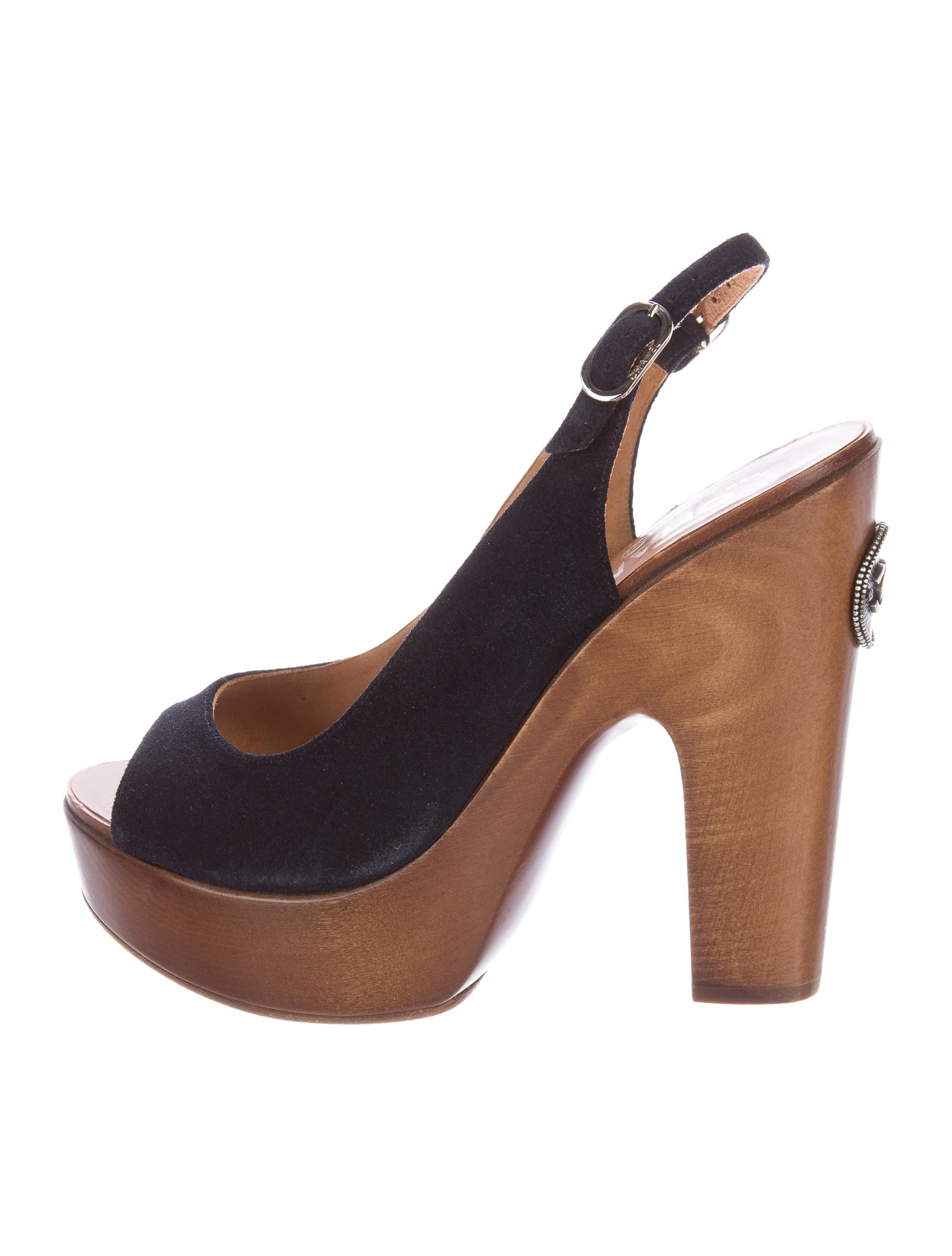 Yellow peep toe heels, purple peep toe heels and silver peep toe heels make different styles. Peep toe heels for wedding is also a good choice for a big day. You can purchase these lower price shoes .