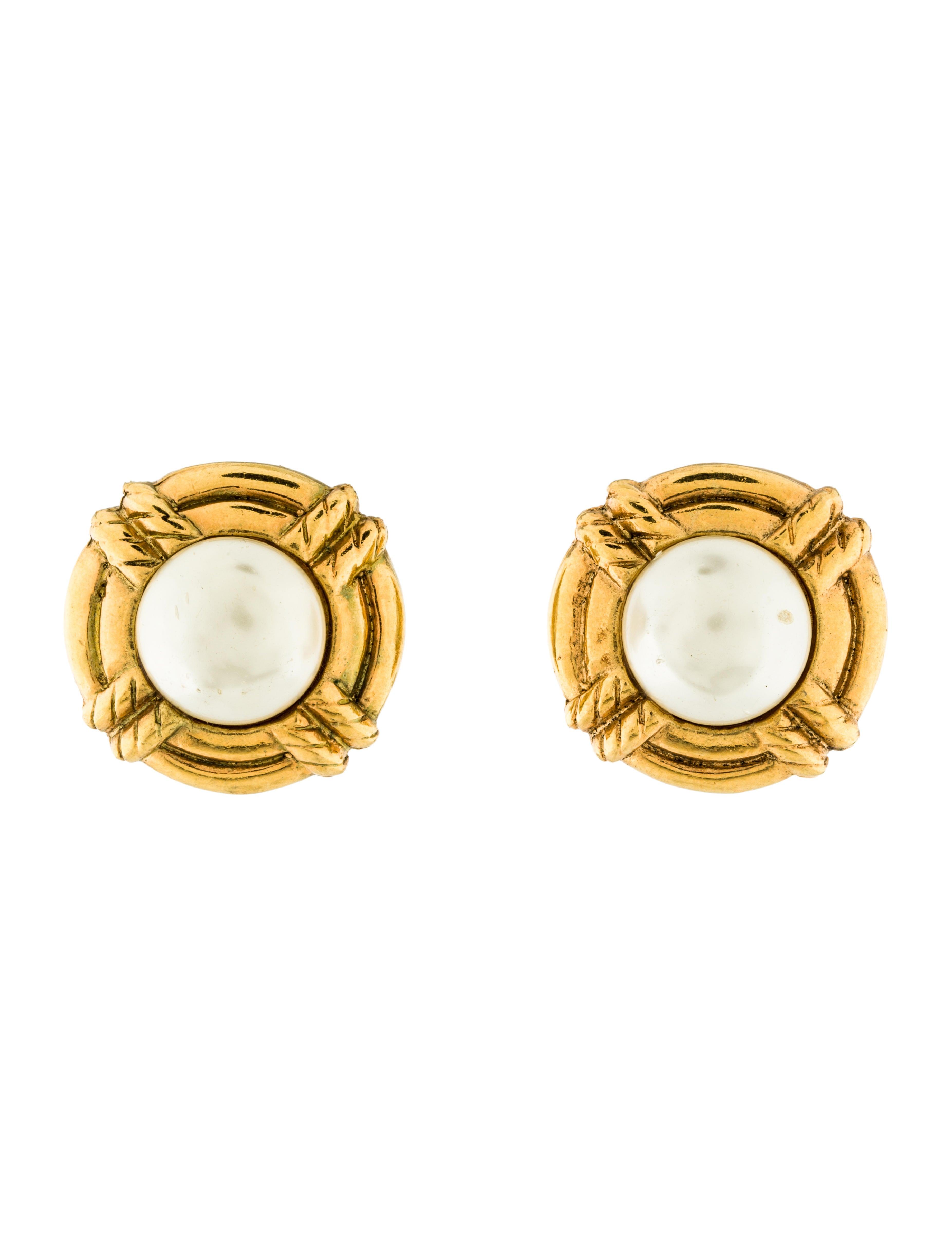 chanel faux pearl clip on earrings earrings cha158330. Black Bedroom Furniture Sets. Home Design Ideas