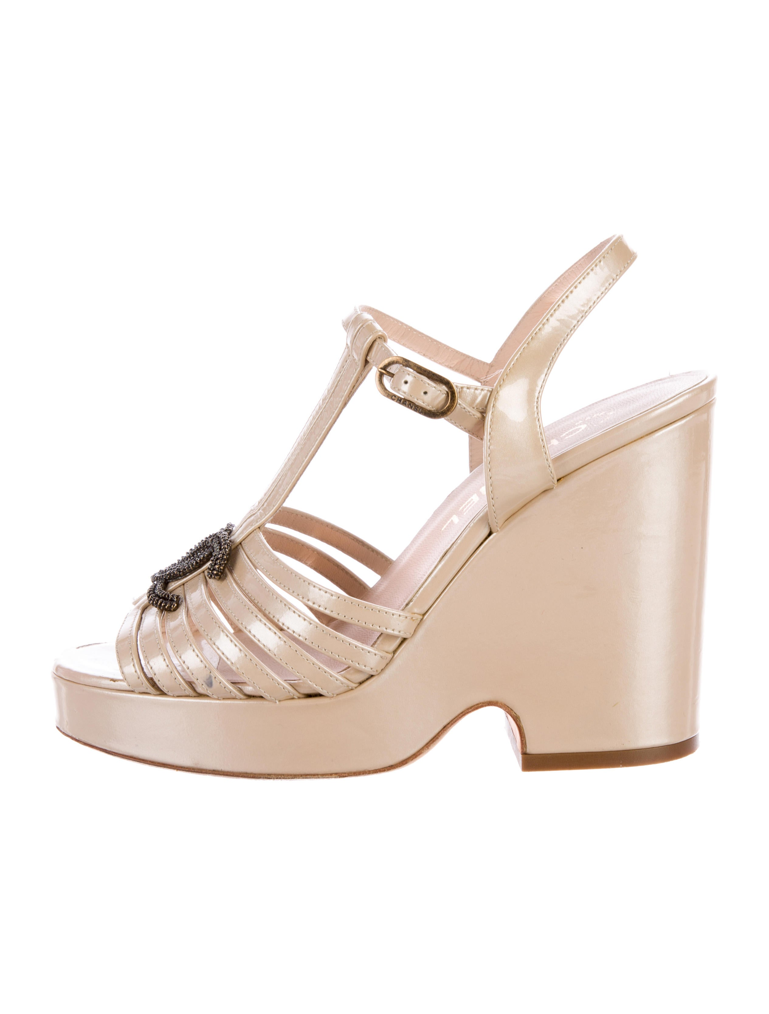 chanel cc platform sandals shoes cha158826 the realreal