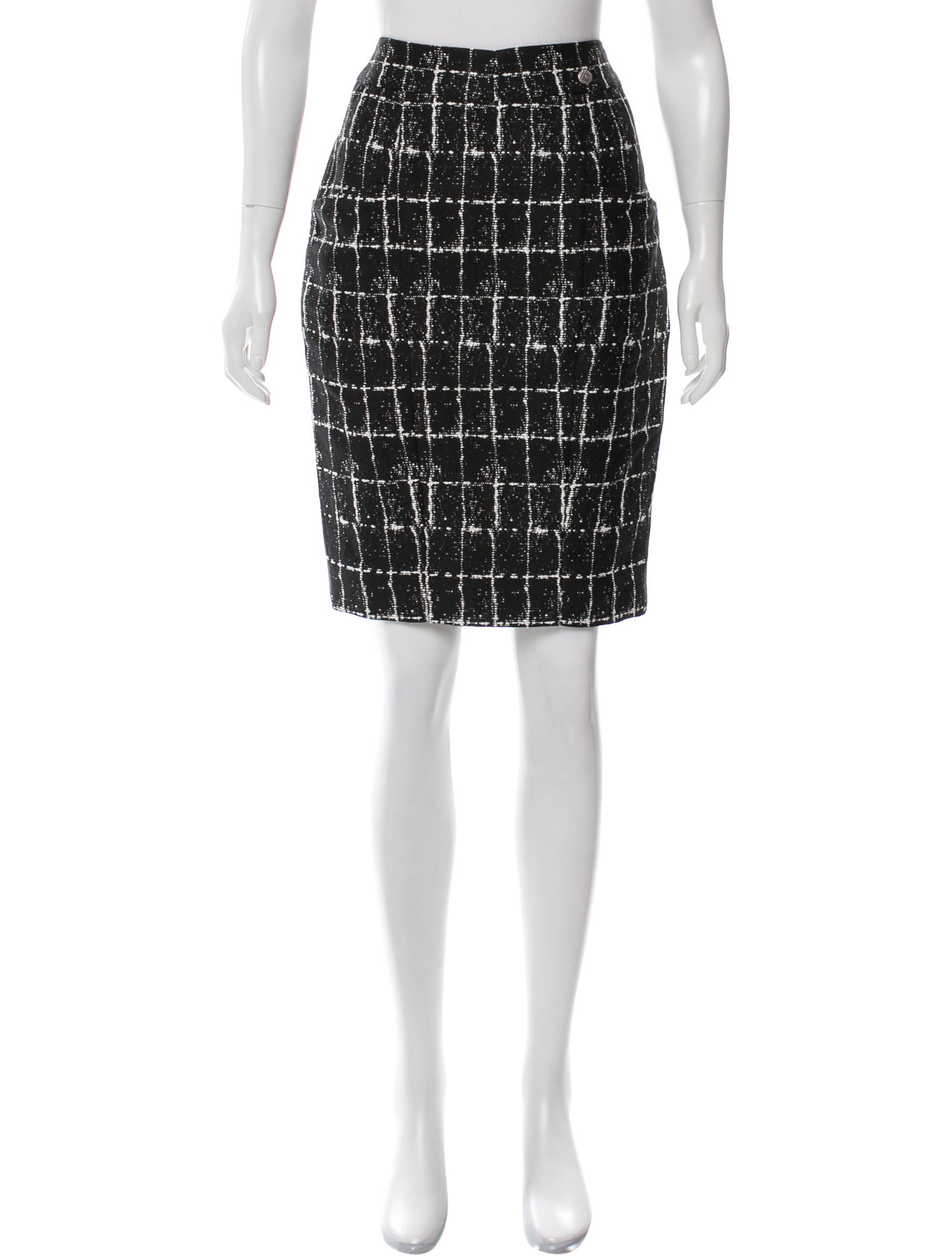 how to wear plaid pencil skirt
