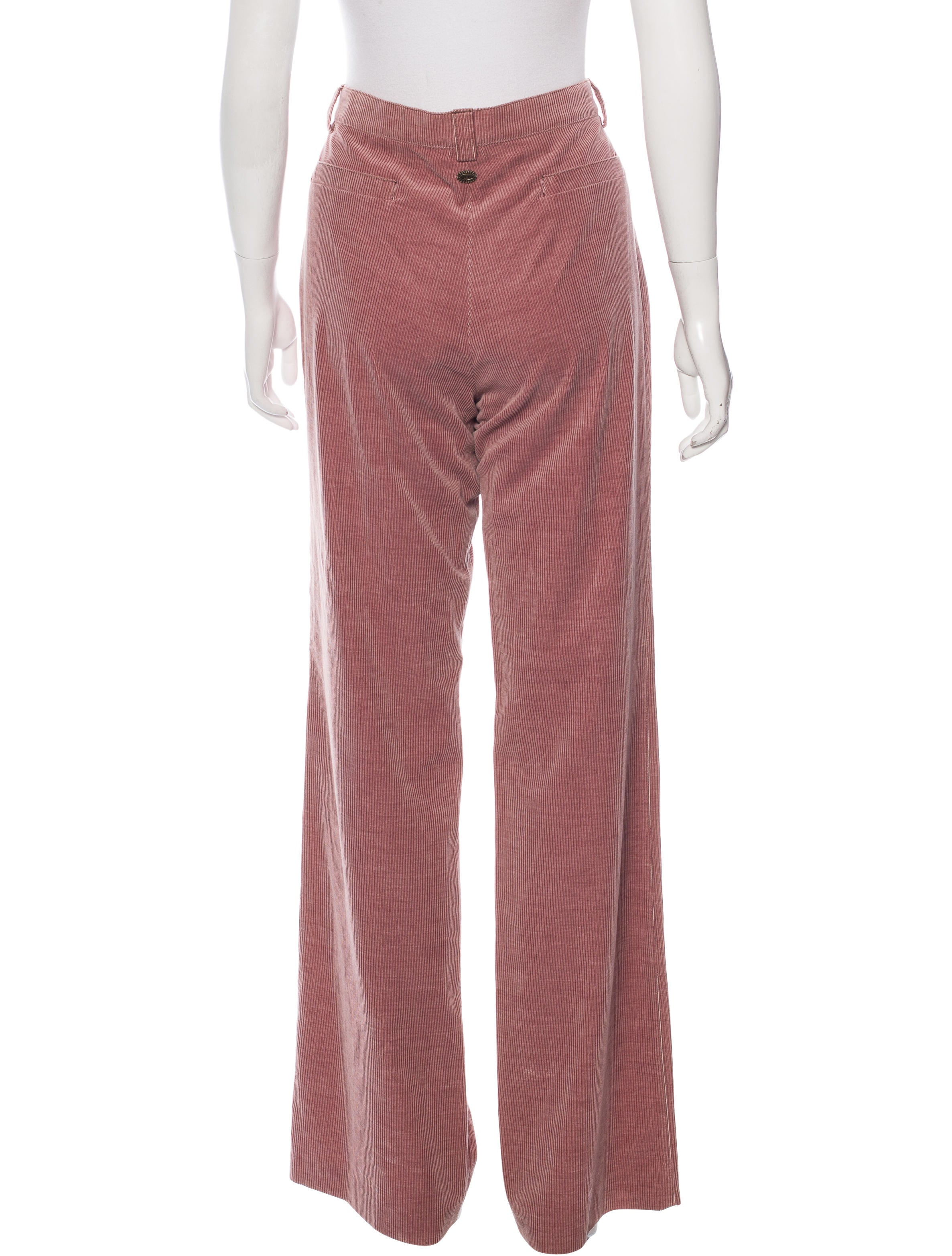 High waisted corduroy pants with a wide fit leg that flares out. Detailed with front slant pockets and patch pockets at the back. Length of inseam: 73cm /