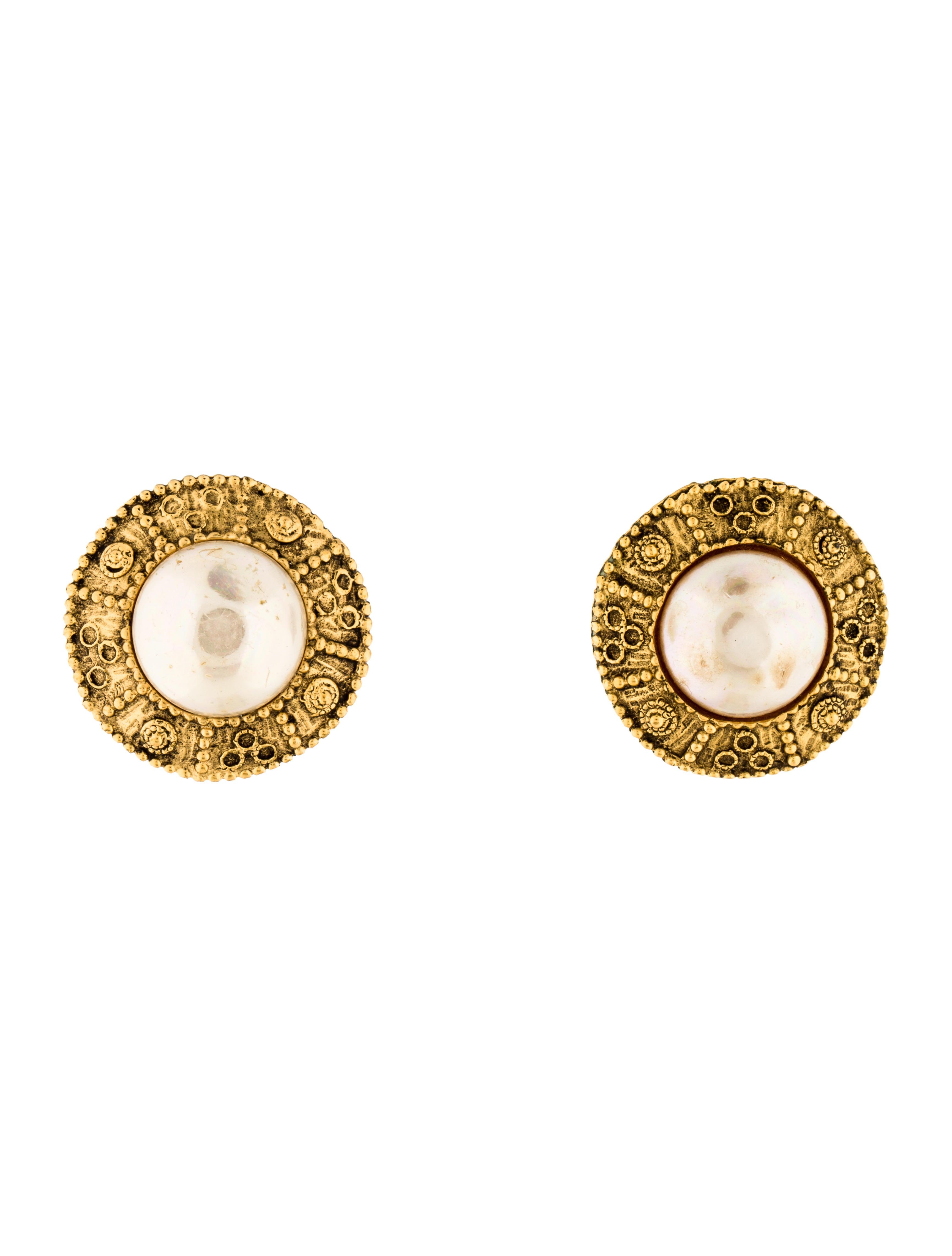 chanel faux pearl clip on earrings earrings cha169997. Black Bedroom Furniture Sets. Home Design Ideas