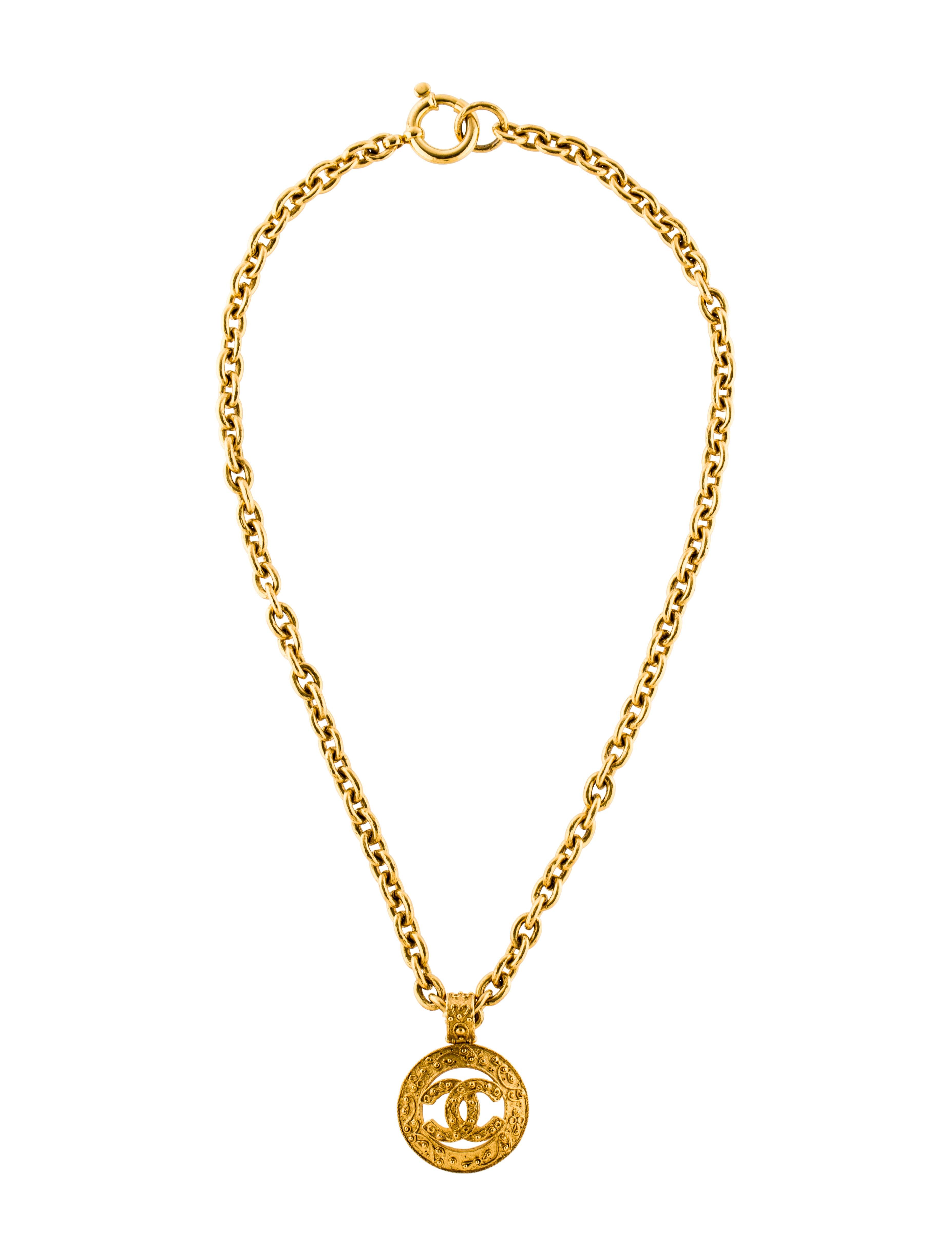 chanel textured cc pendant necklace necklaces