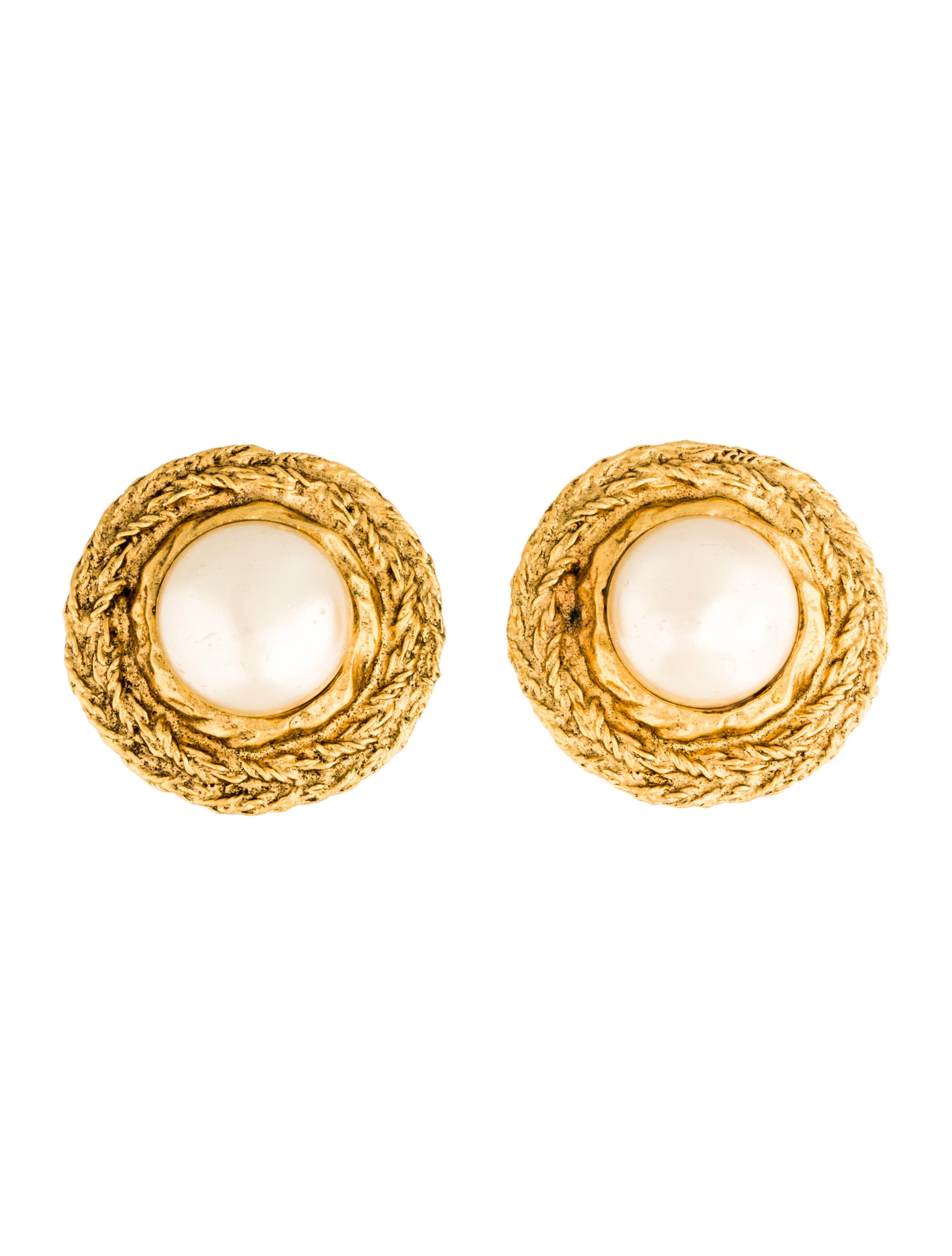 channel jewelry earrings chanel faux pearl medallion earrings earrings 2691