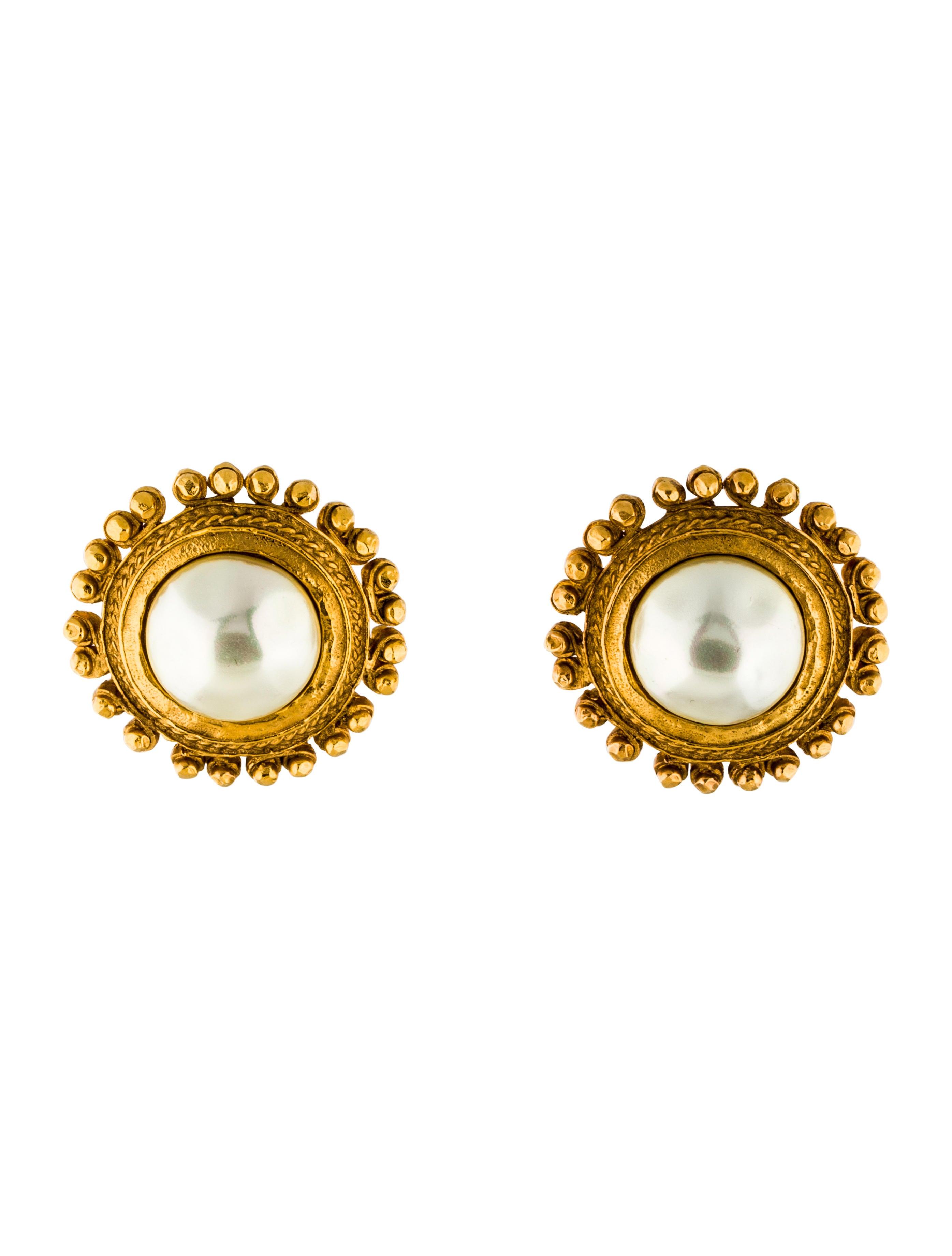 chanel faux pearl clip on earrings earrings cha172793. Black Bedroom Furniture Sets. Home Design Ideas
