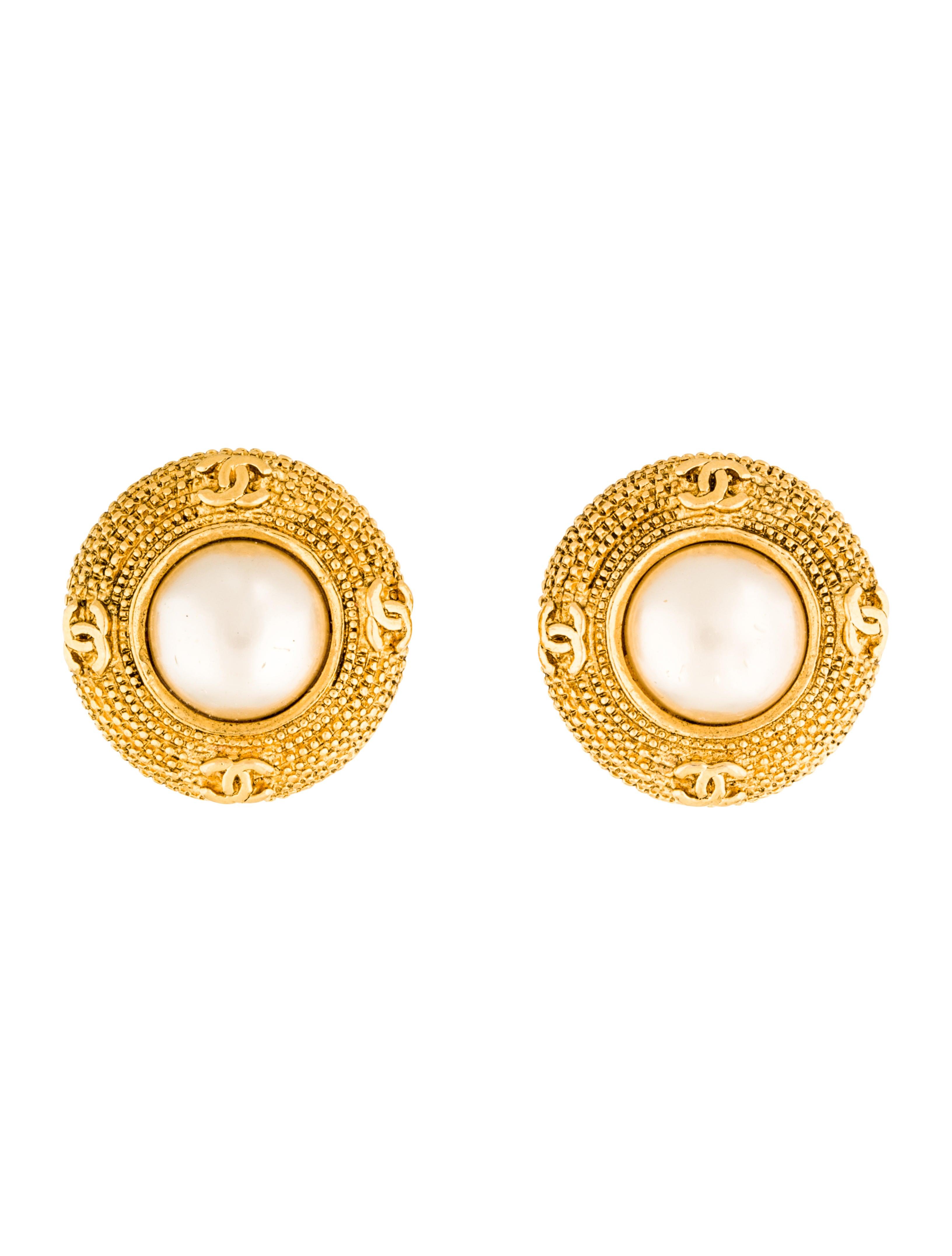 chanel faux pearl clip on earrings earrings cha172891. Black Bedroom Furniture Sets. Home Design Ideas