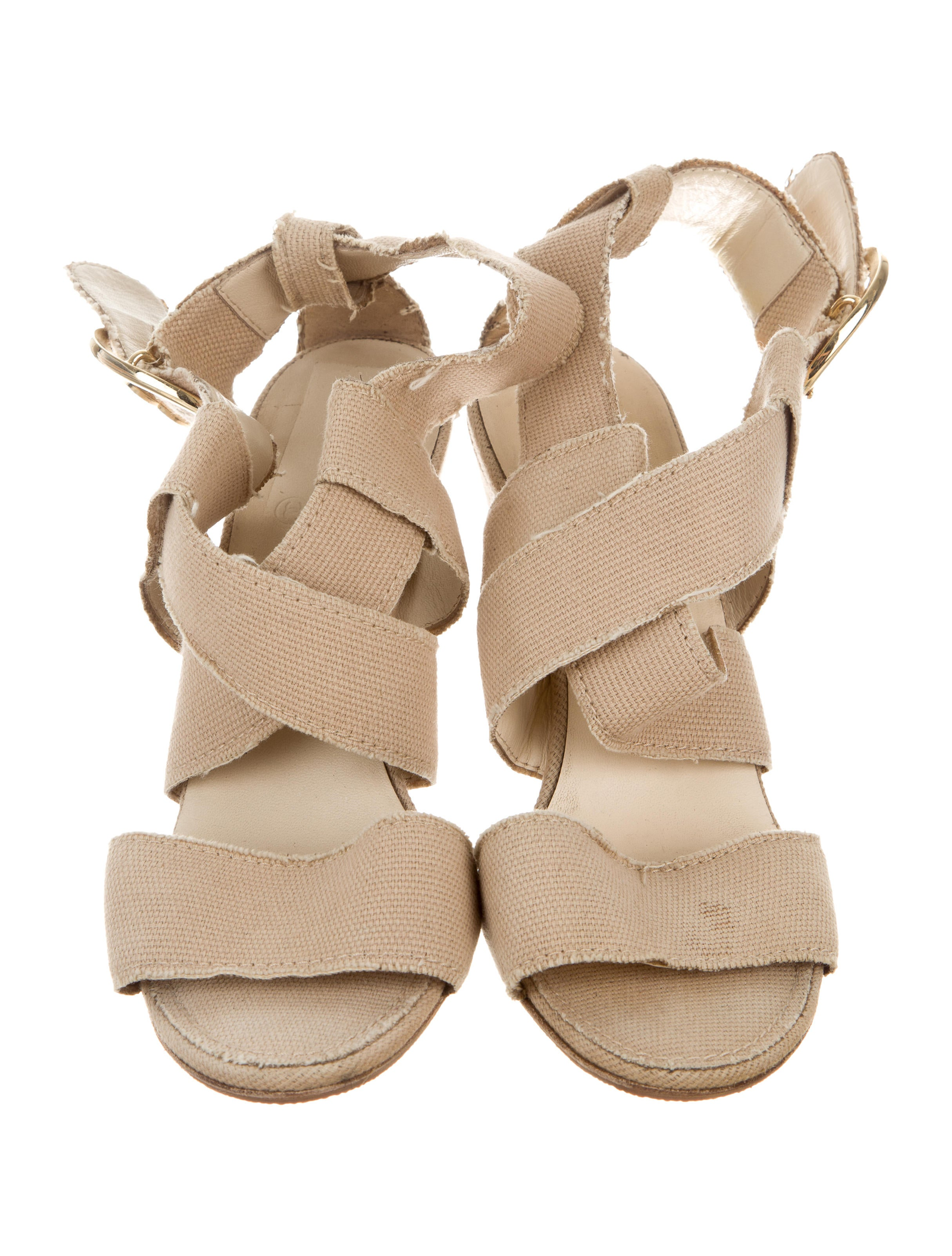 Shop women's wedges at mediacrucialxa.cf Discover a stylish selection of the latest brand name and designer fashions all at a great value.