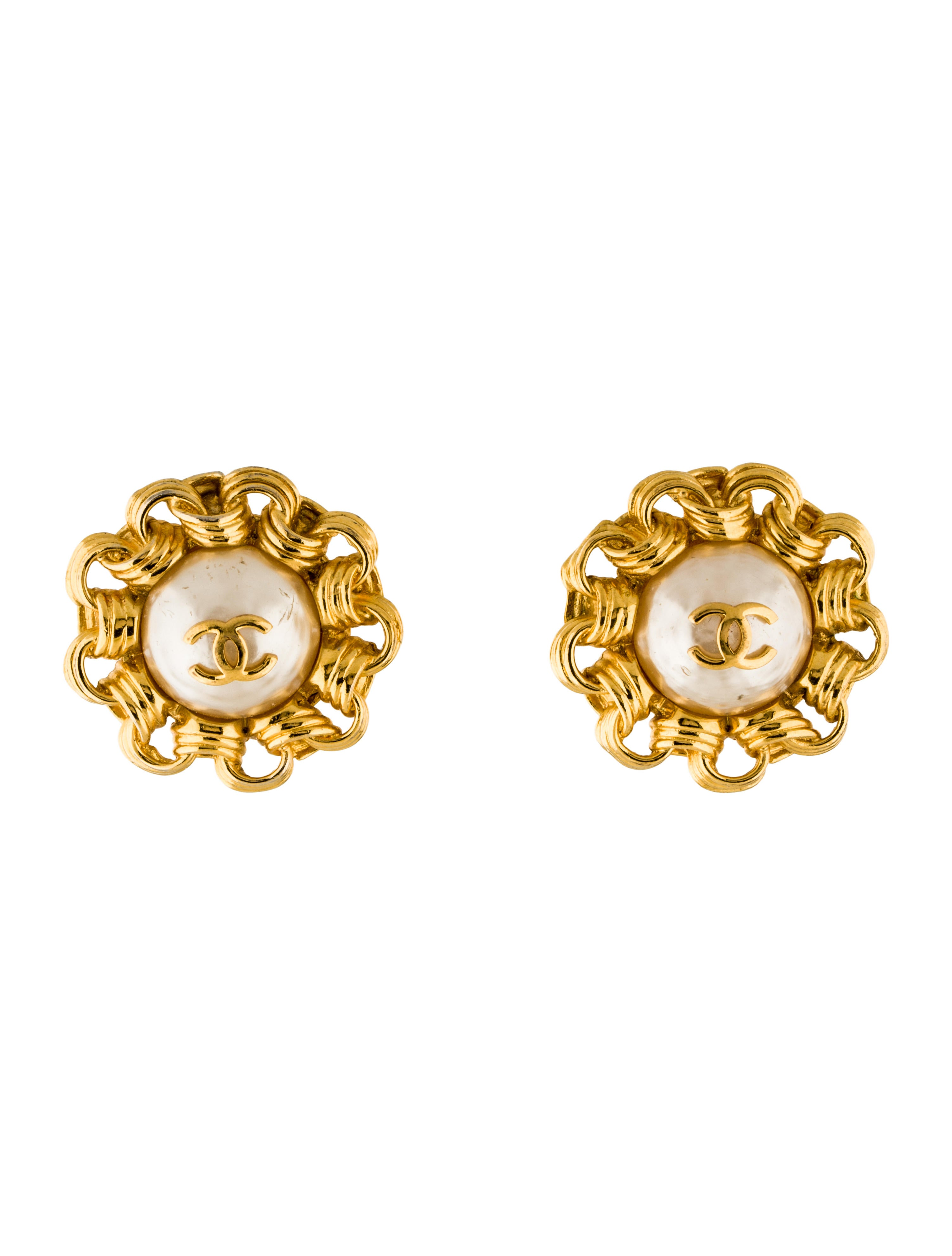 chanel faux pearl clip on earrings earrings cha180805. Black Bedroom Furniture Sets. Home Design Ideas
