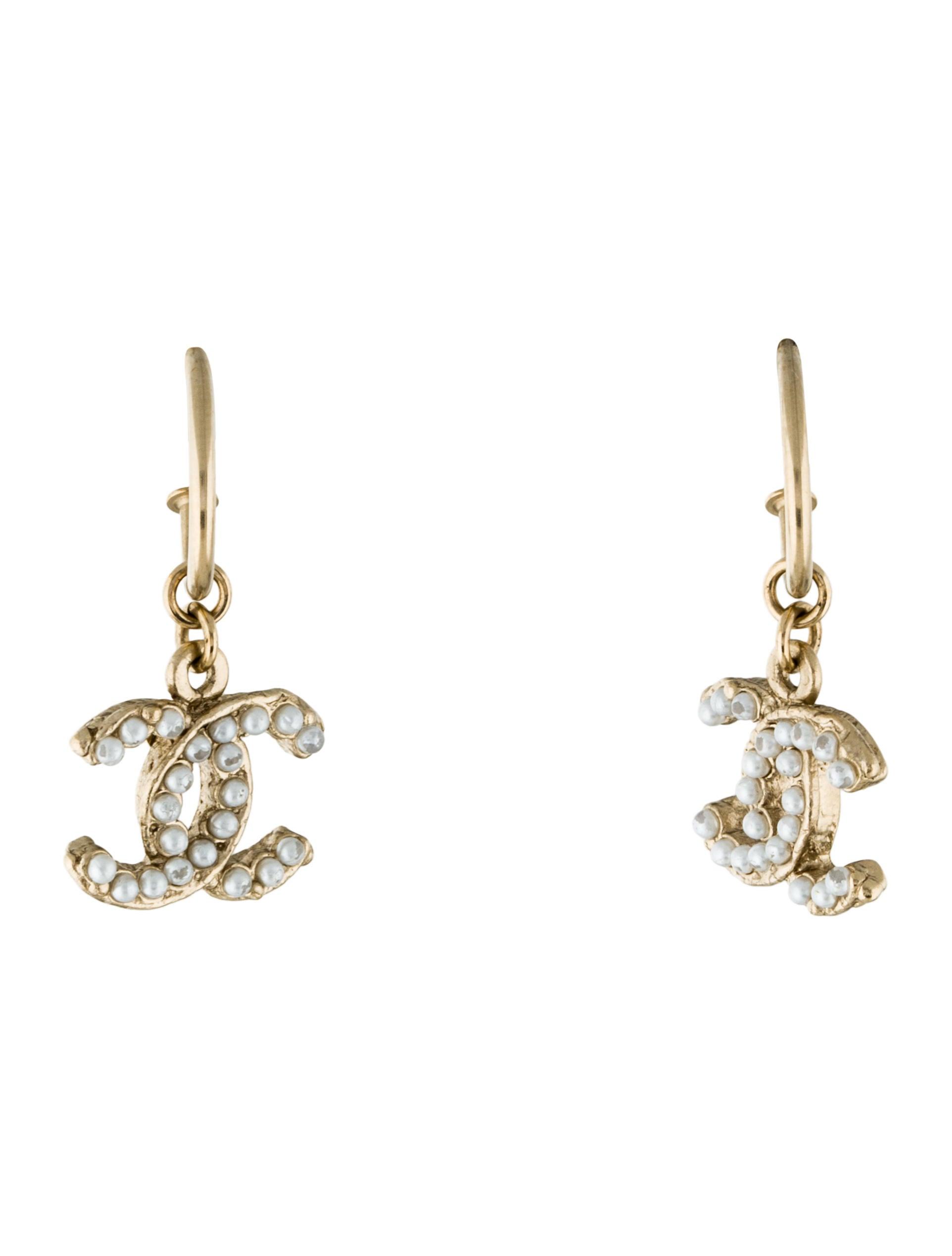 chanel faux pearl cc drop earrings earrings cha180806