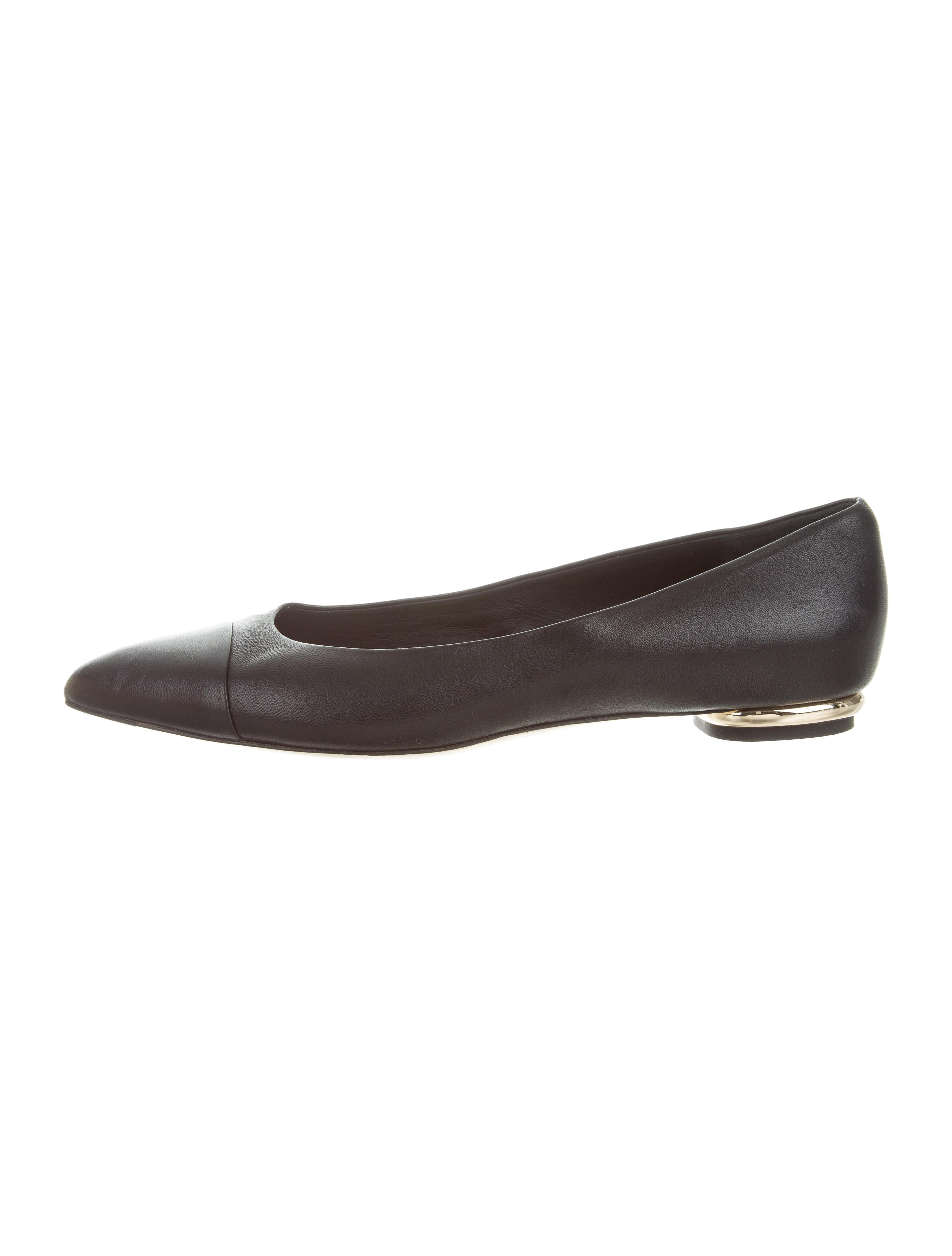 chanel leather pointed toe flats shoes cha186365 the