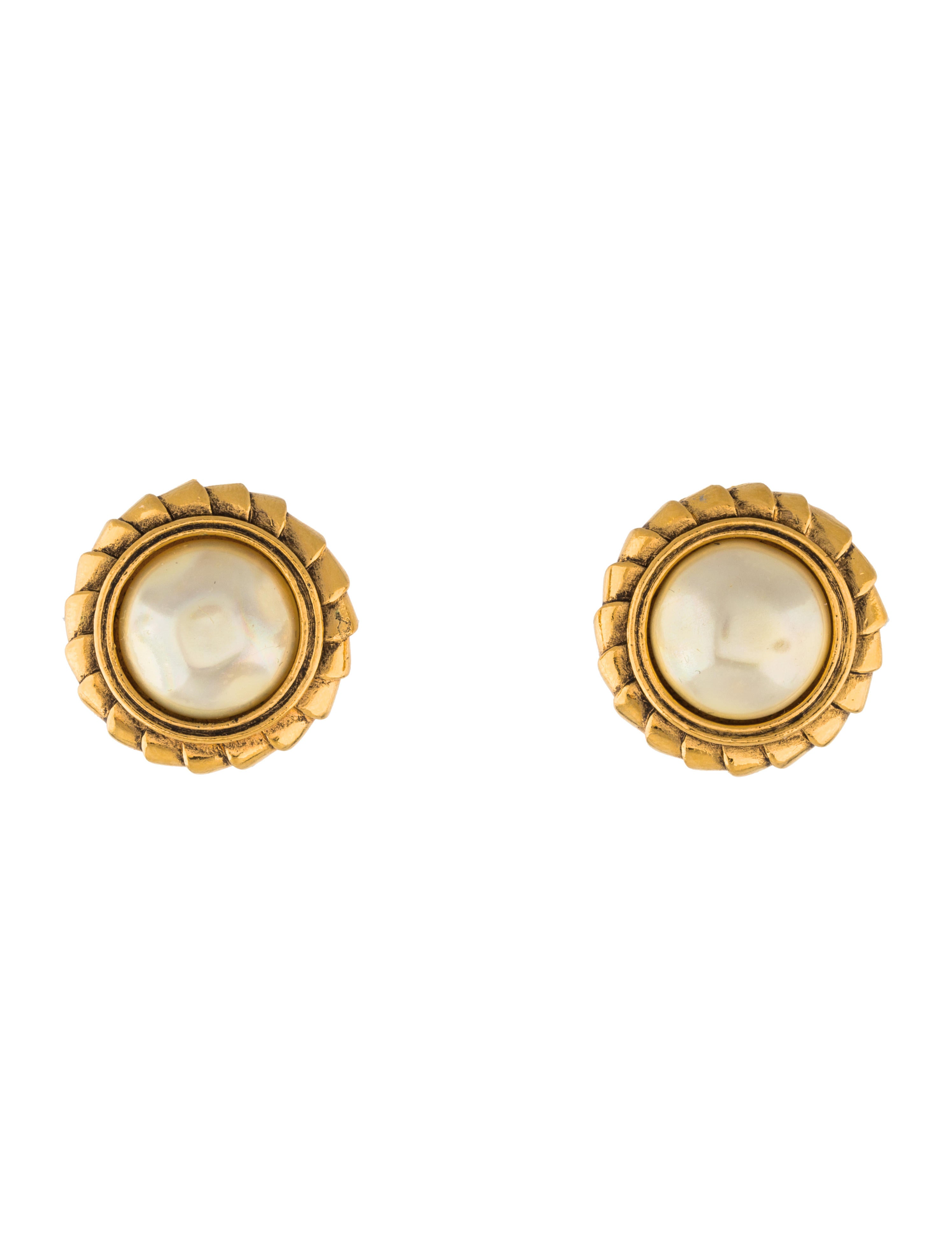chanel pearl clip on earrings earrings cha186765 the. Black Bedroom Furniture Sets. Home Design Ideas