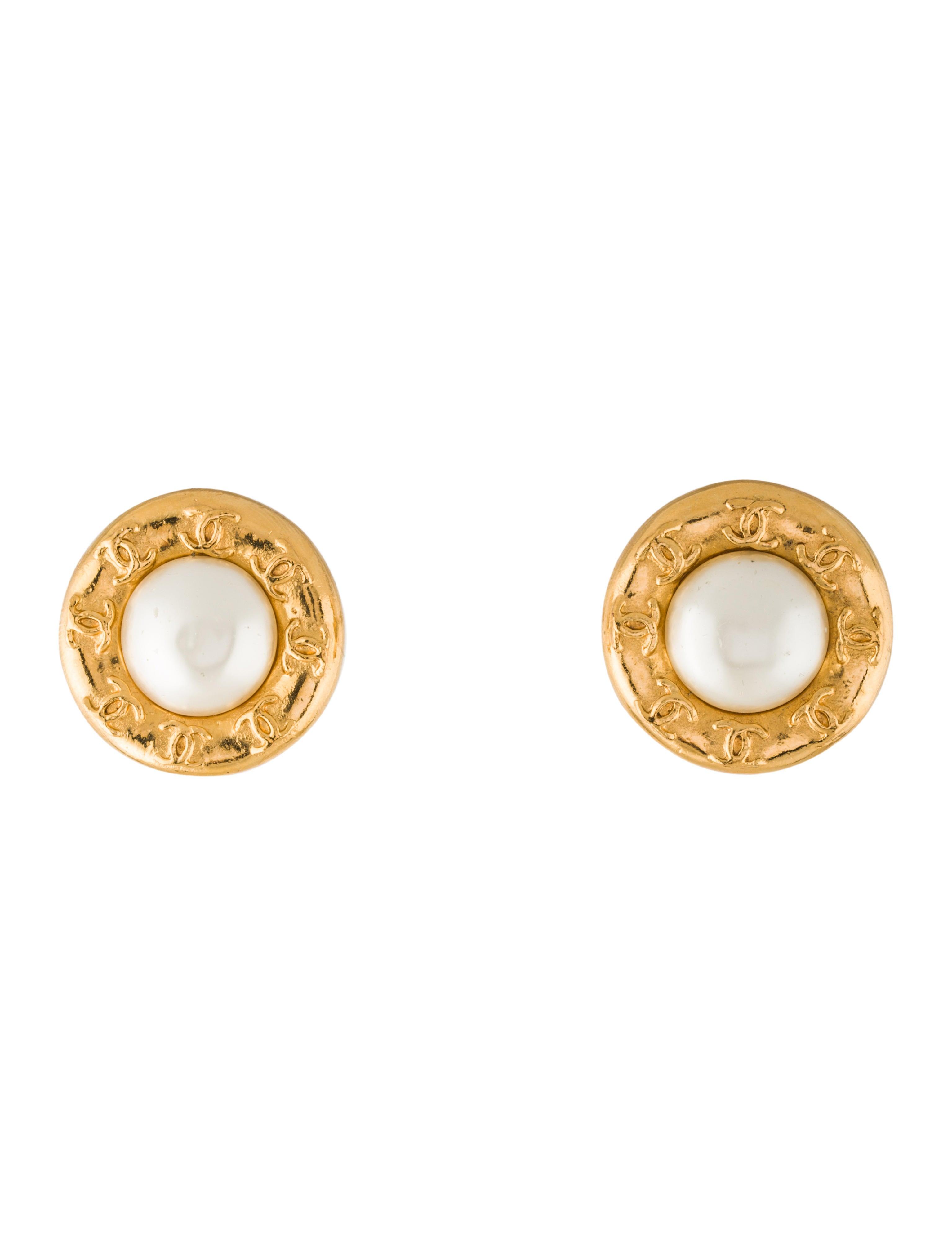chanel faux pearl button clip on earrings earrings. Black Bedroom Furniture Sets. Home Design Ideas