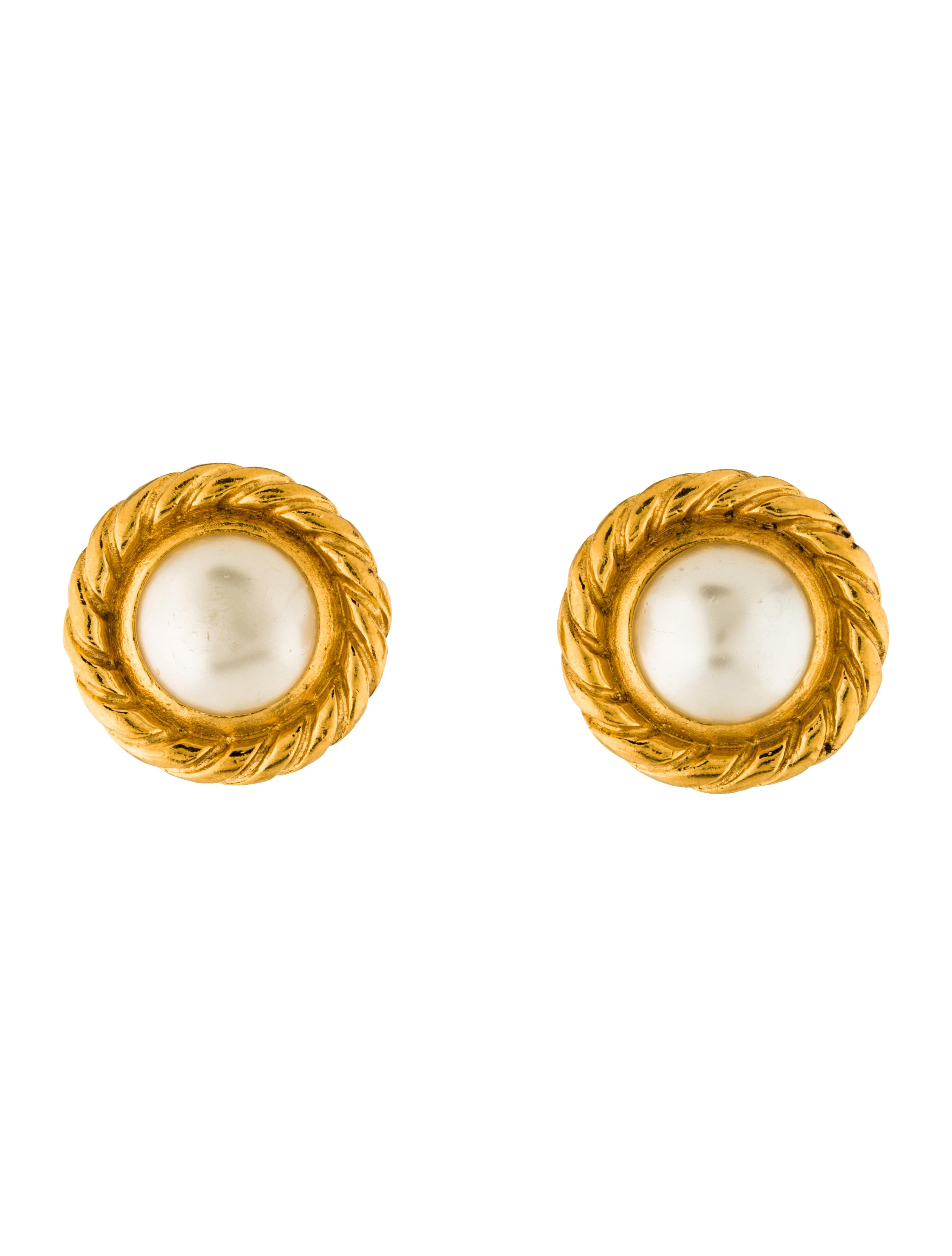 chanel faux pearl clip on earrings earrings cha189551. Black Bedroom Furniture Sets. Home Design Ideas