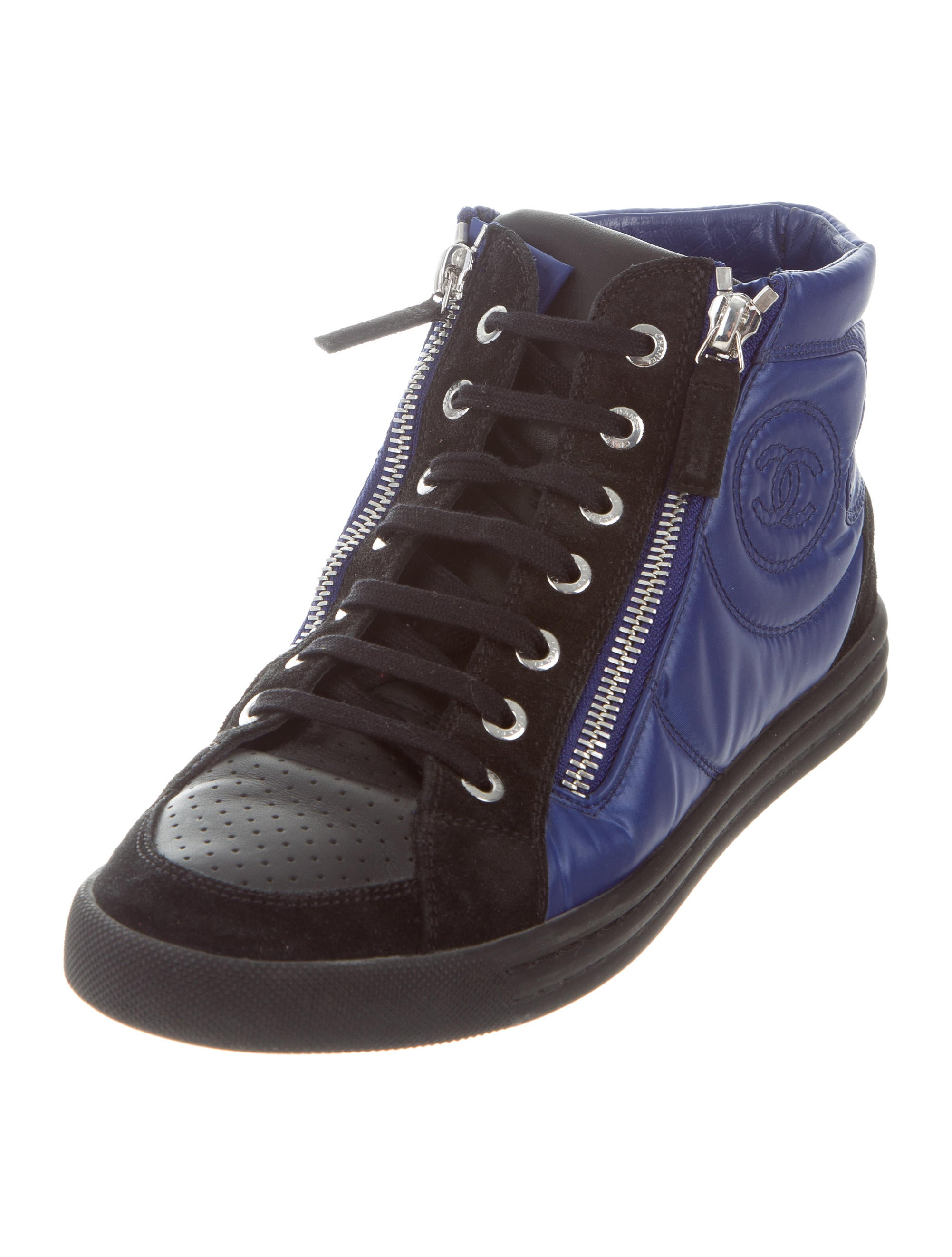 Chanel High Top Cc Sneakers Shoes Cha196039 The Realreal