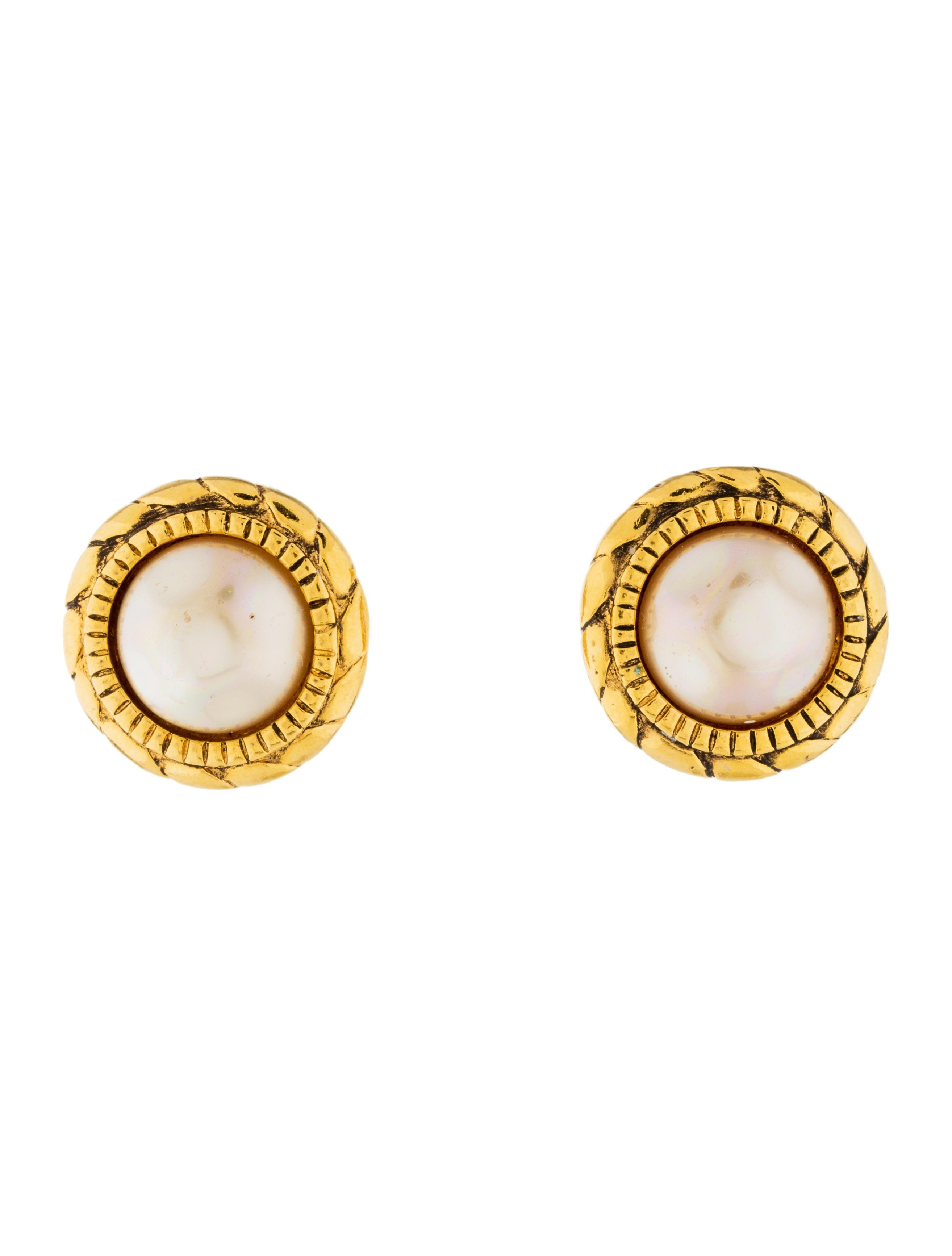 chanel faux pearl clip on earrings earrings cha197822. Black Bedroom Furniture Sets. Home Design Ideas